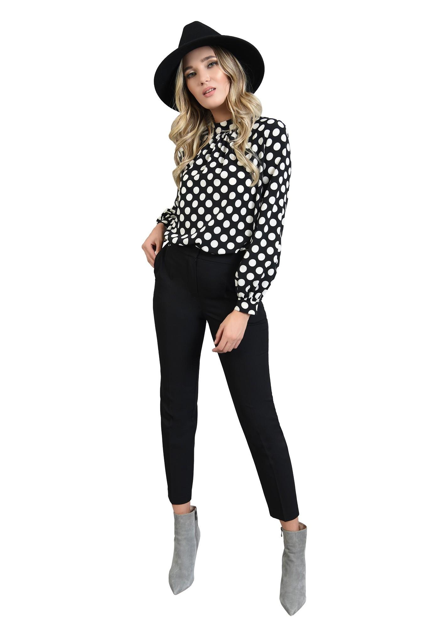 3 - 360 - pantaloni negri, conici, cu buzunare laterale