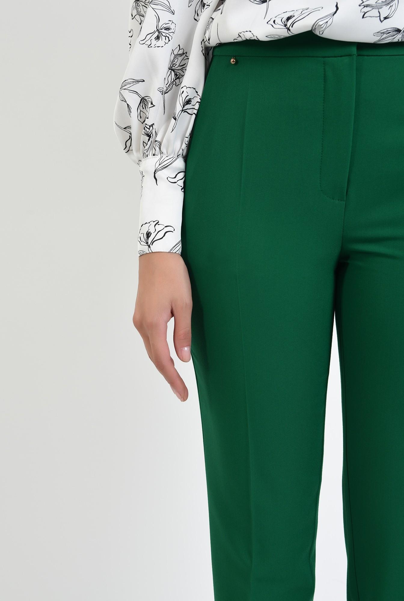 2 - pantaloni verzi, conici, cu talie medie
