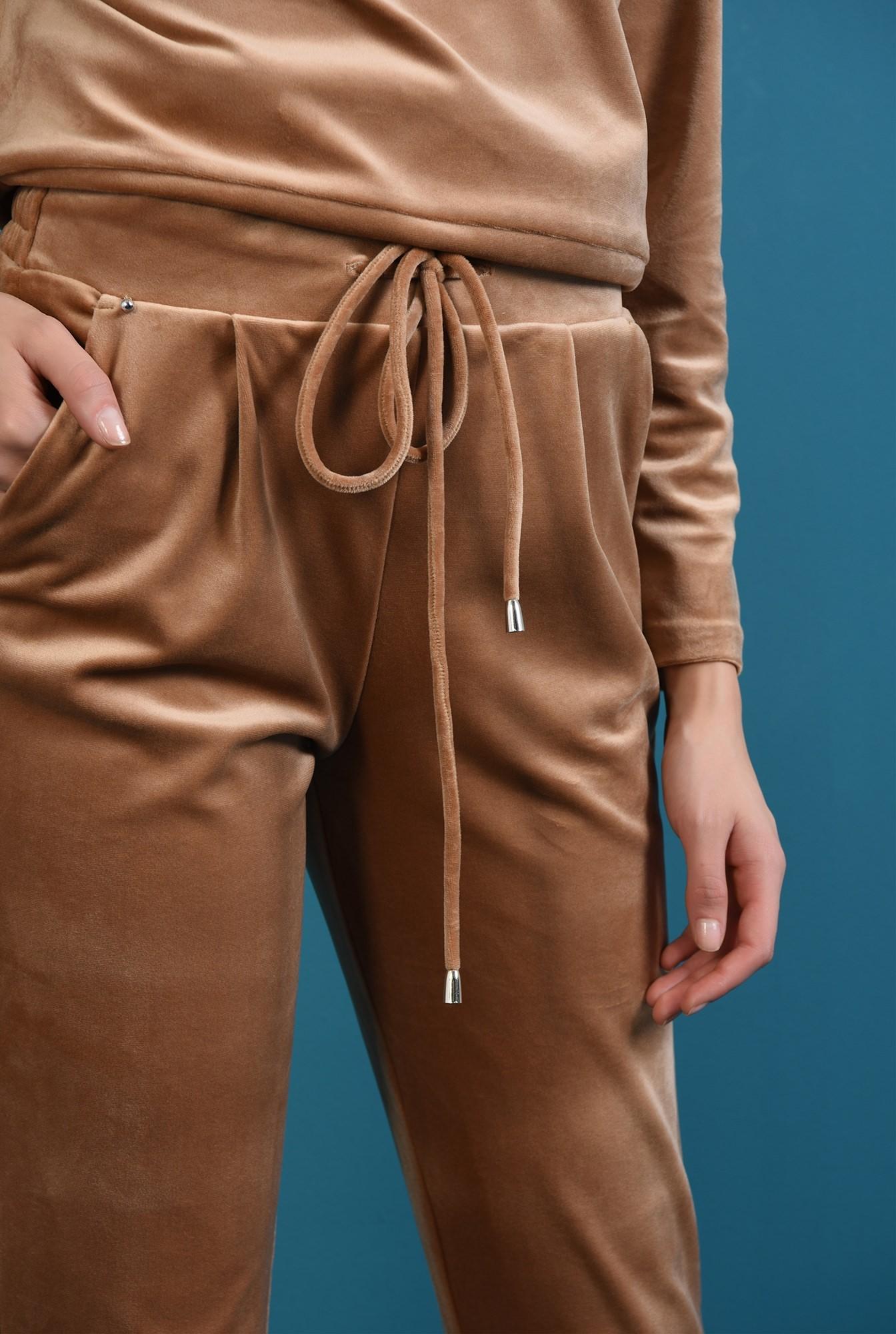 2 - pantaloni conici, casual, din catifea
