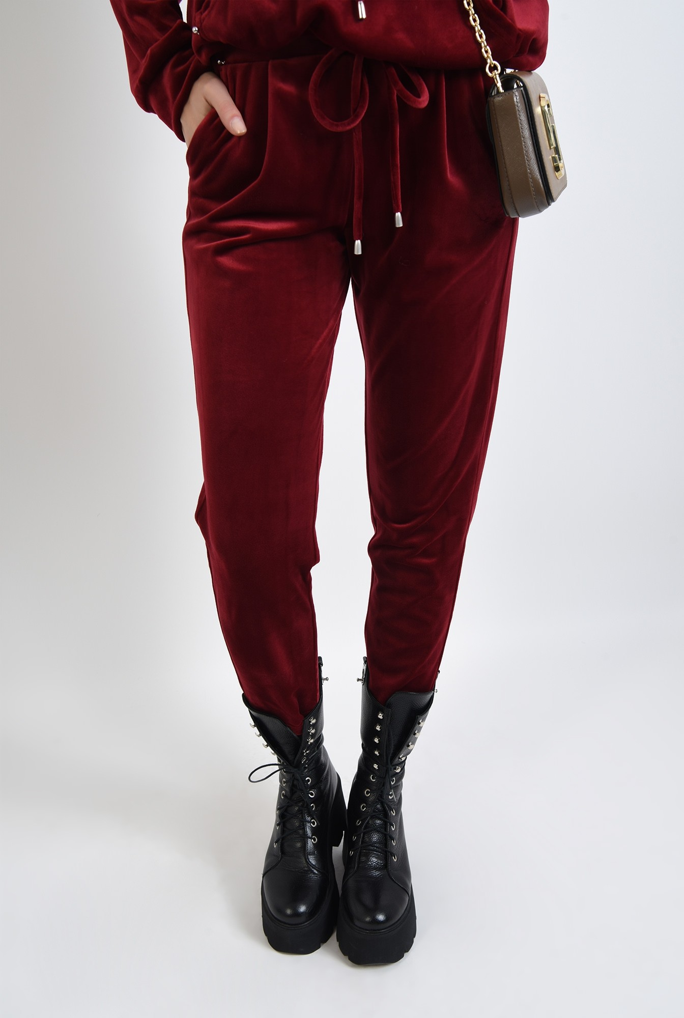 2 - pantaloni grena, conici, din catifea