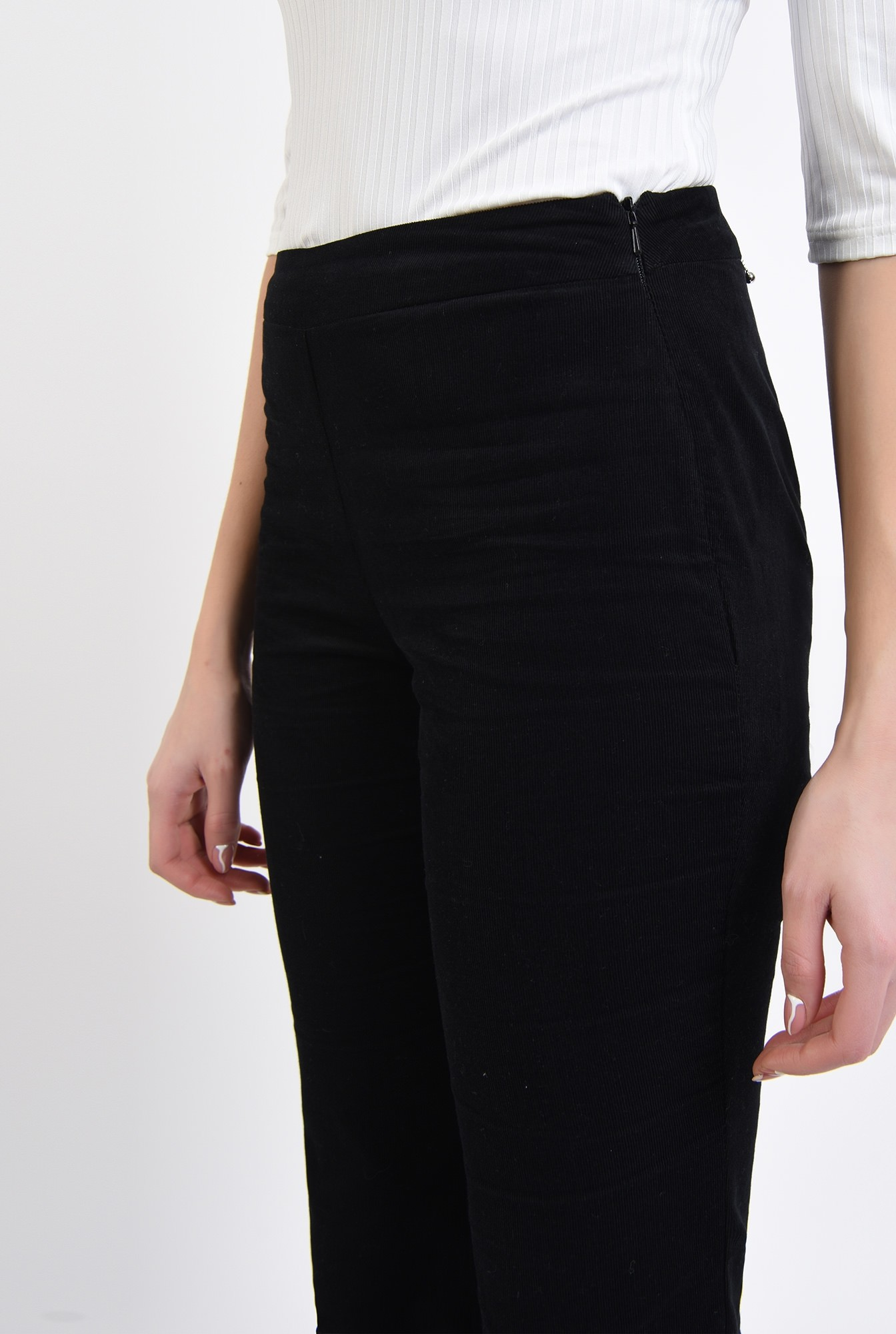 2 - pantaloni negri, reiati, cu talie medie