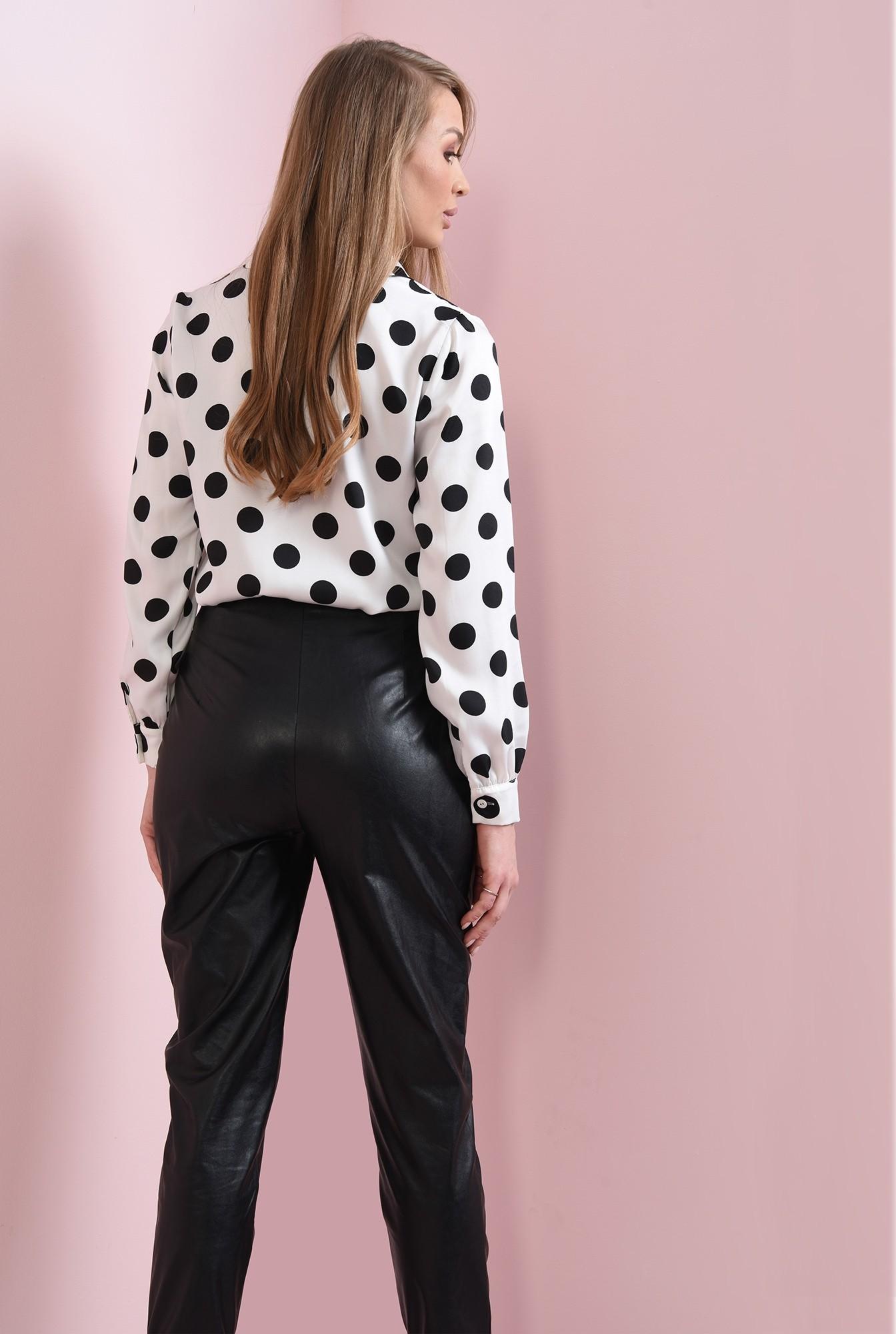 1 - pantaloni cu manseta, cu buzunare laterale