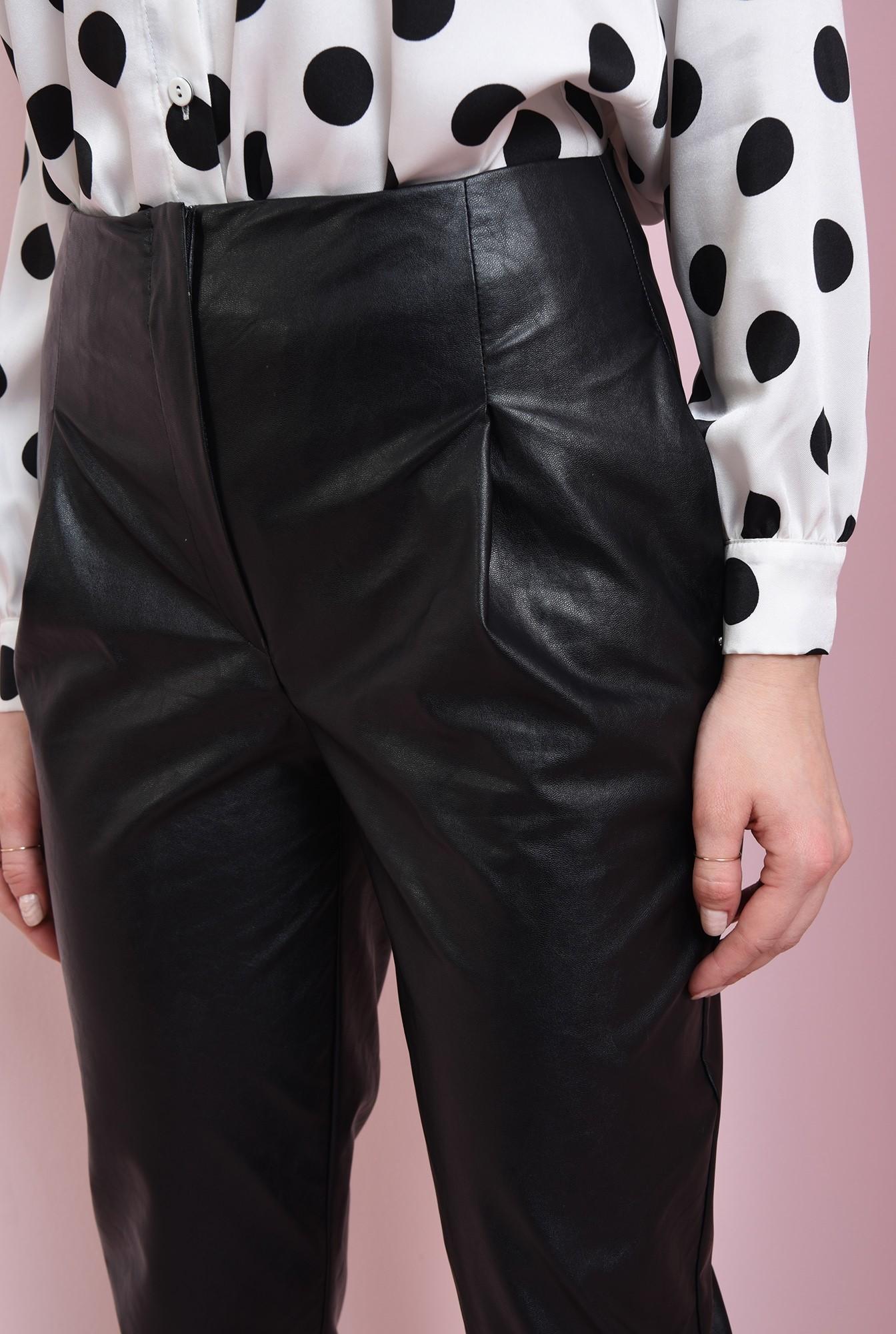 2 - pantaloni cu manseta, cu buzunare laterale