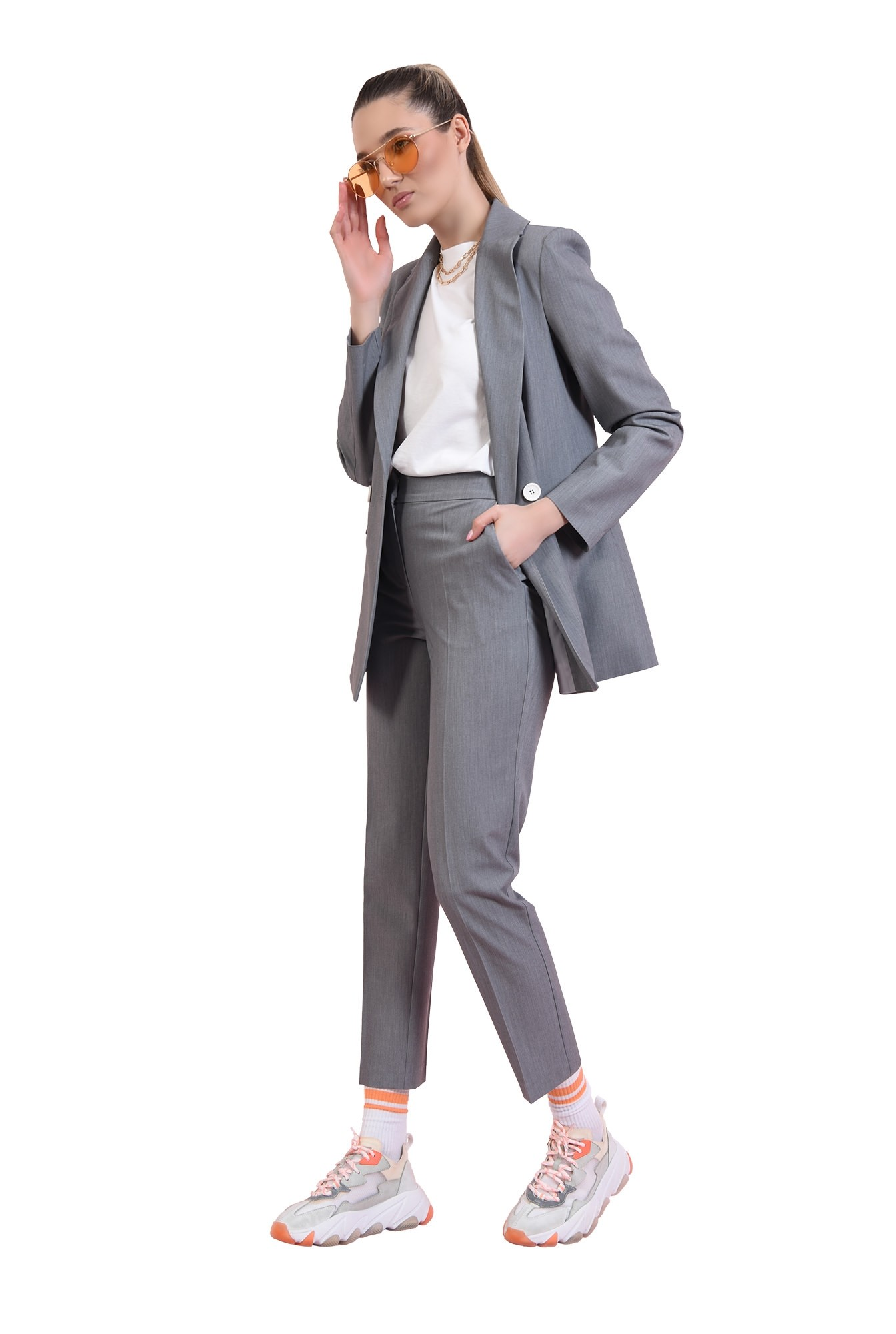 3 - pantaloni conici, gri, cu buzunare