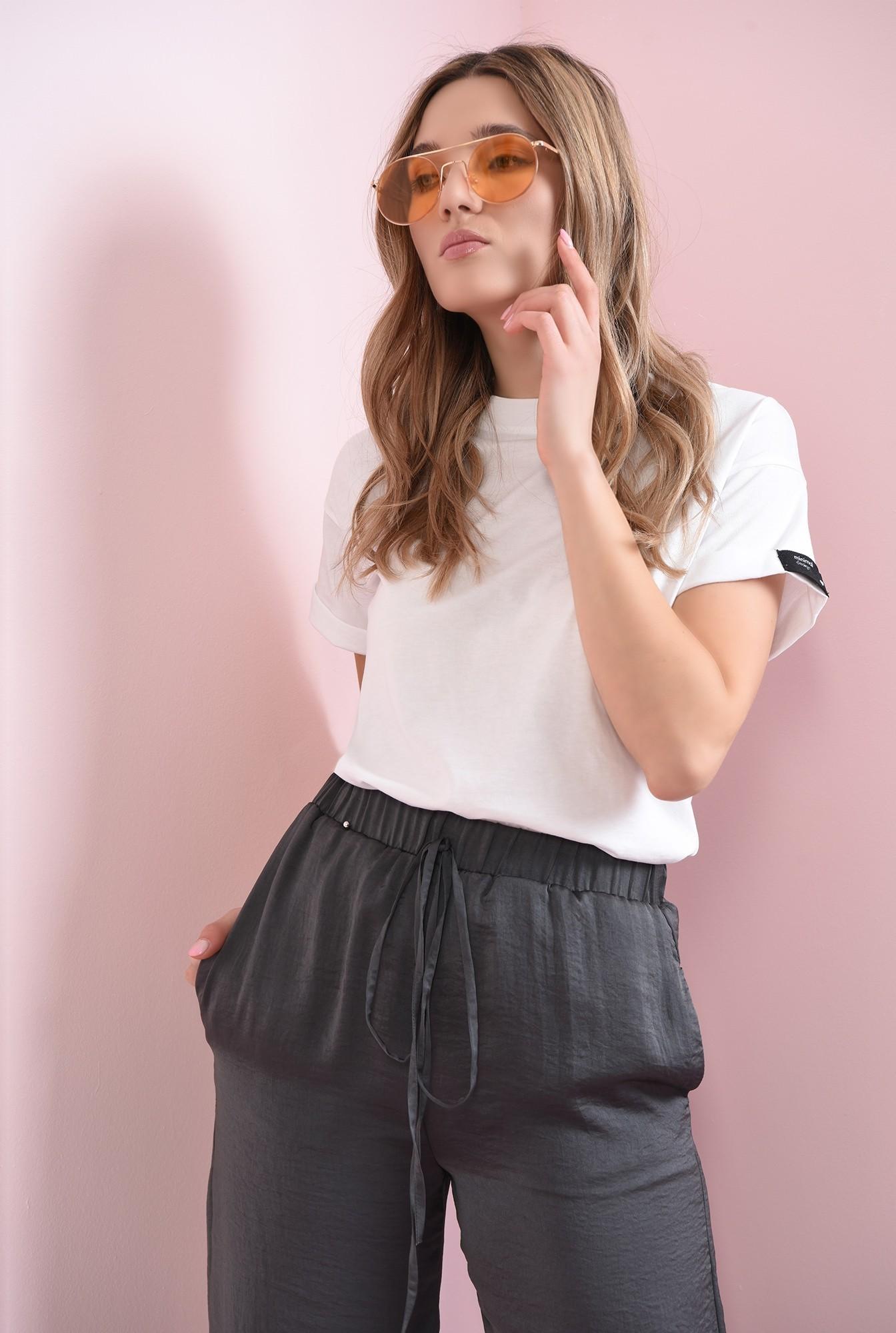1 -  pantaloni gri, din satin, evazati, cu snur