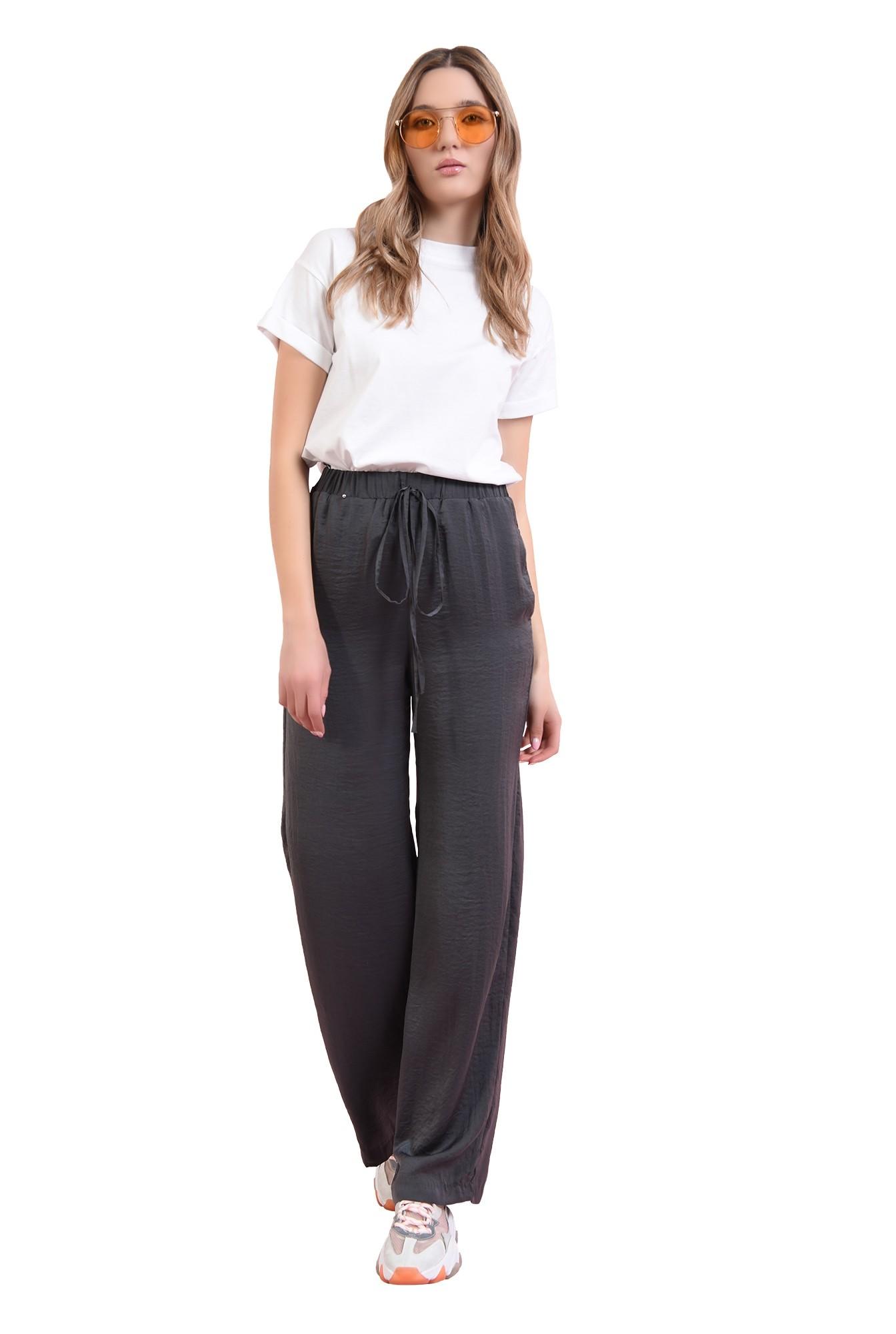3 -  pantaloni gri, din satin, evazati, cu snur