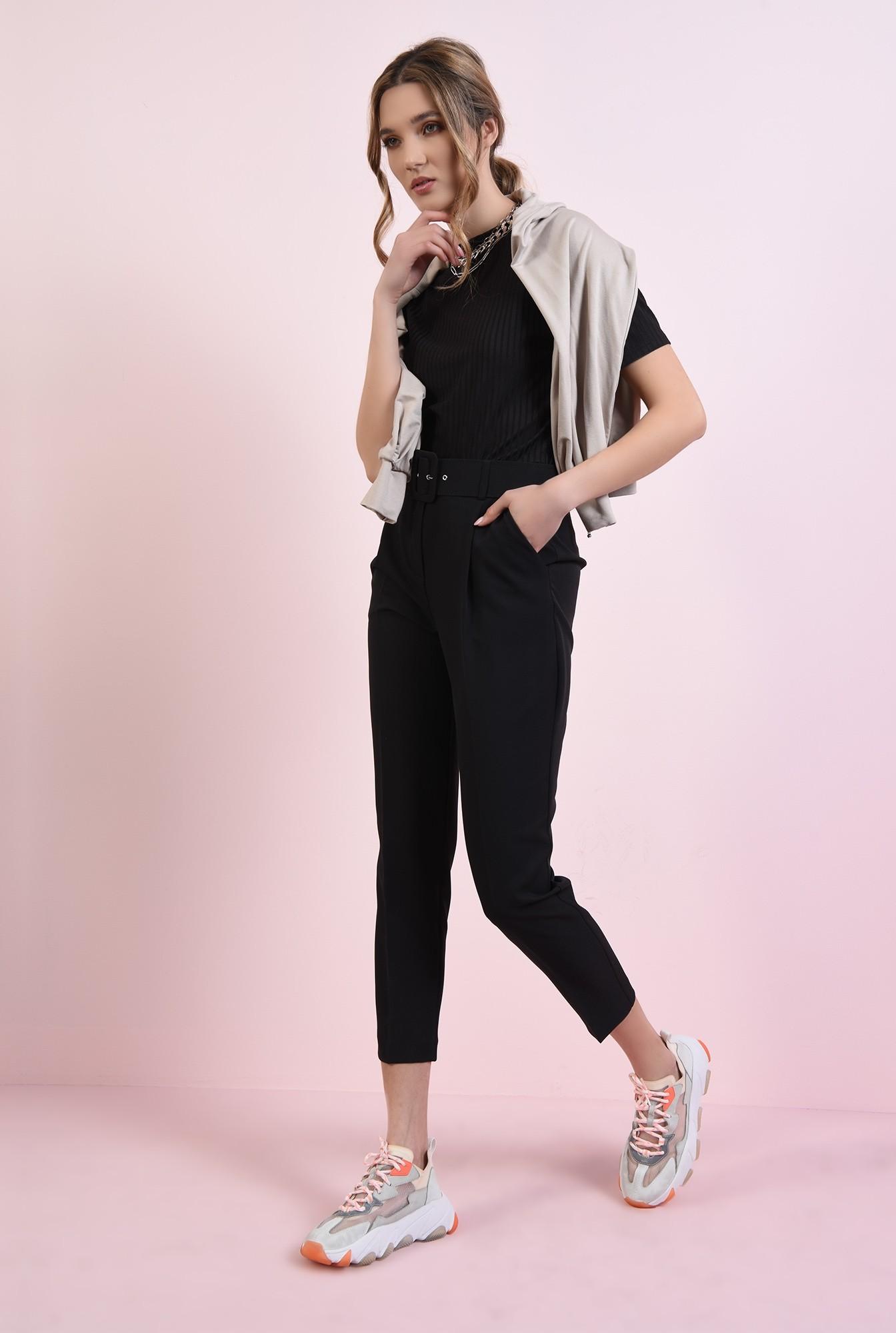 3 - pantaloni negri, conici, cu centura