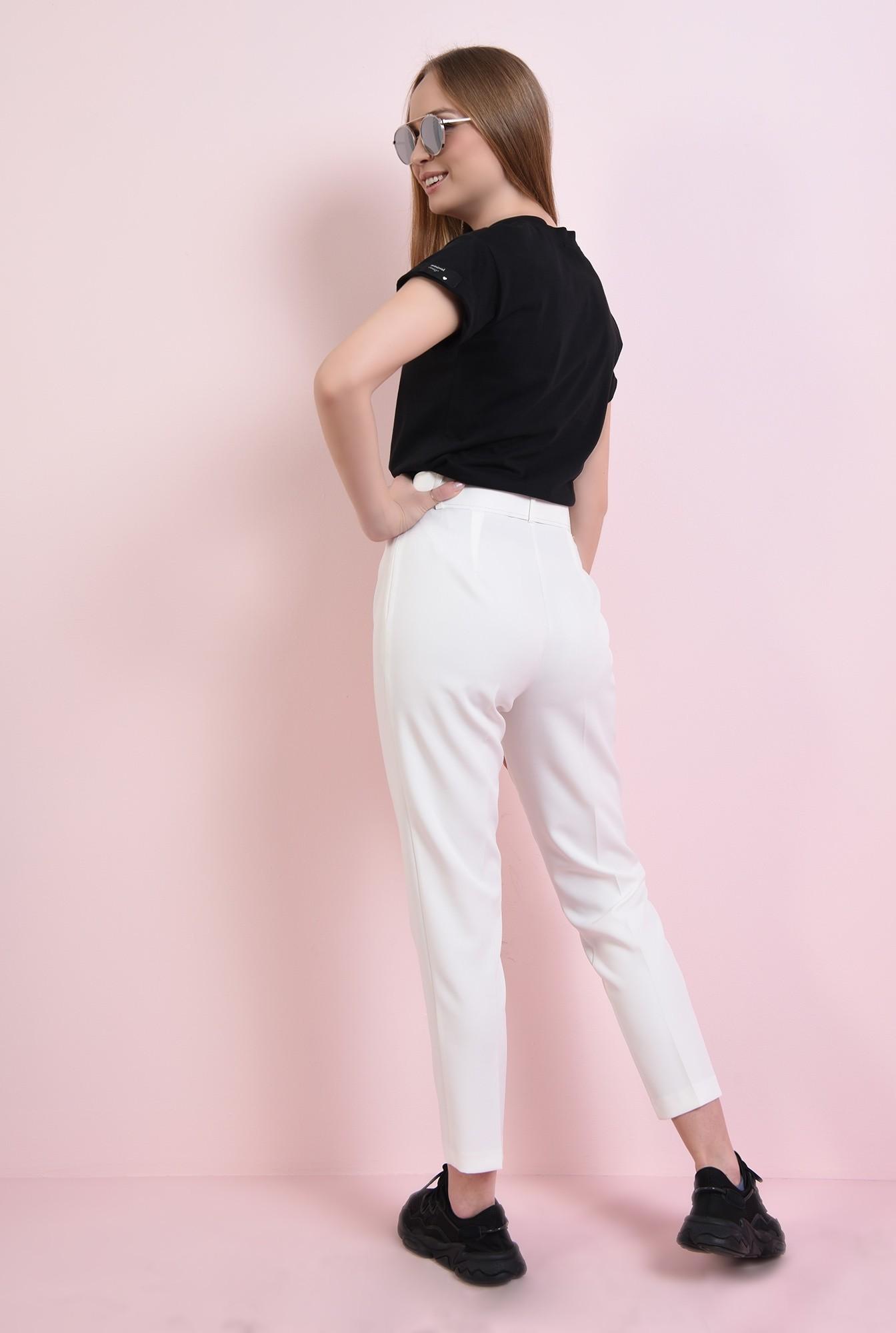 1 - pantaloni albi, cu curea, conici, la dunga