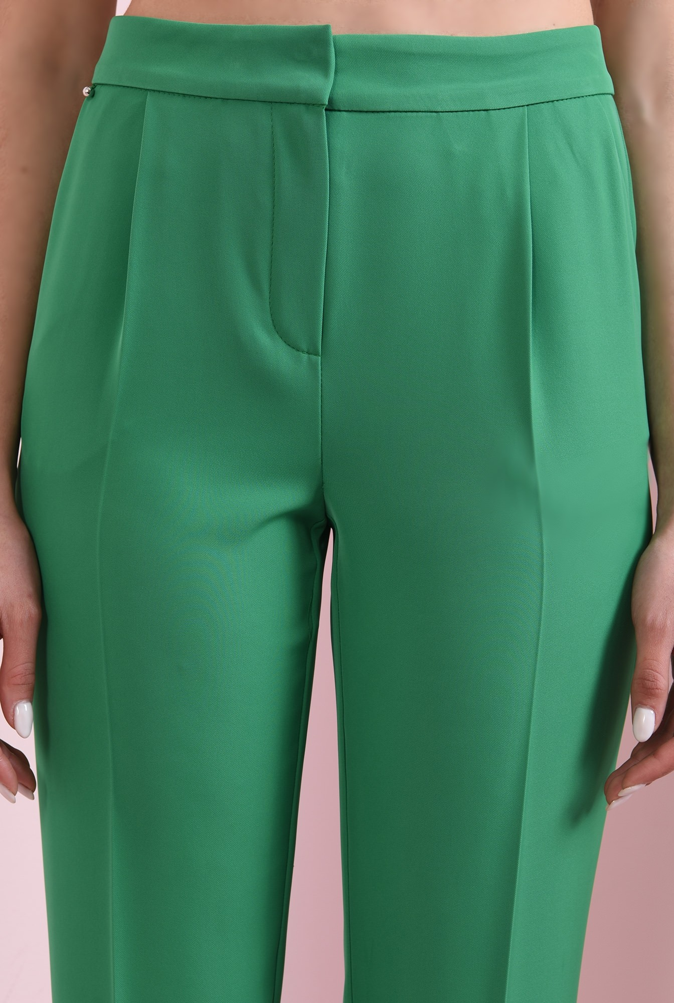 3 - pantaloni cu talie medie, cu buzunare