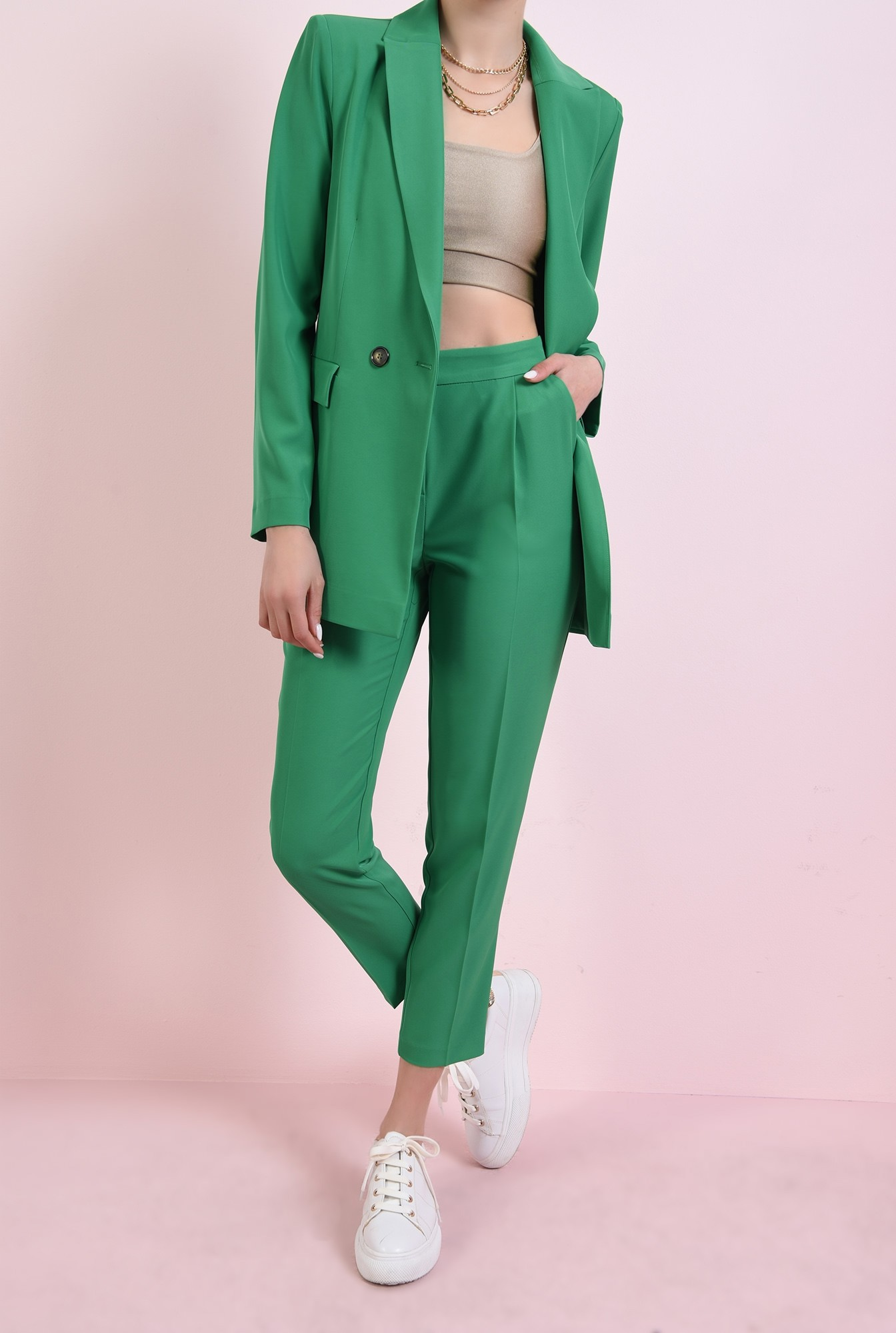 1 - pantaloni cu talie medie, cu buzunare