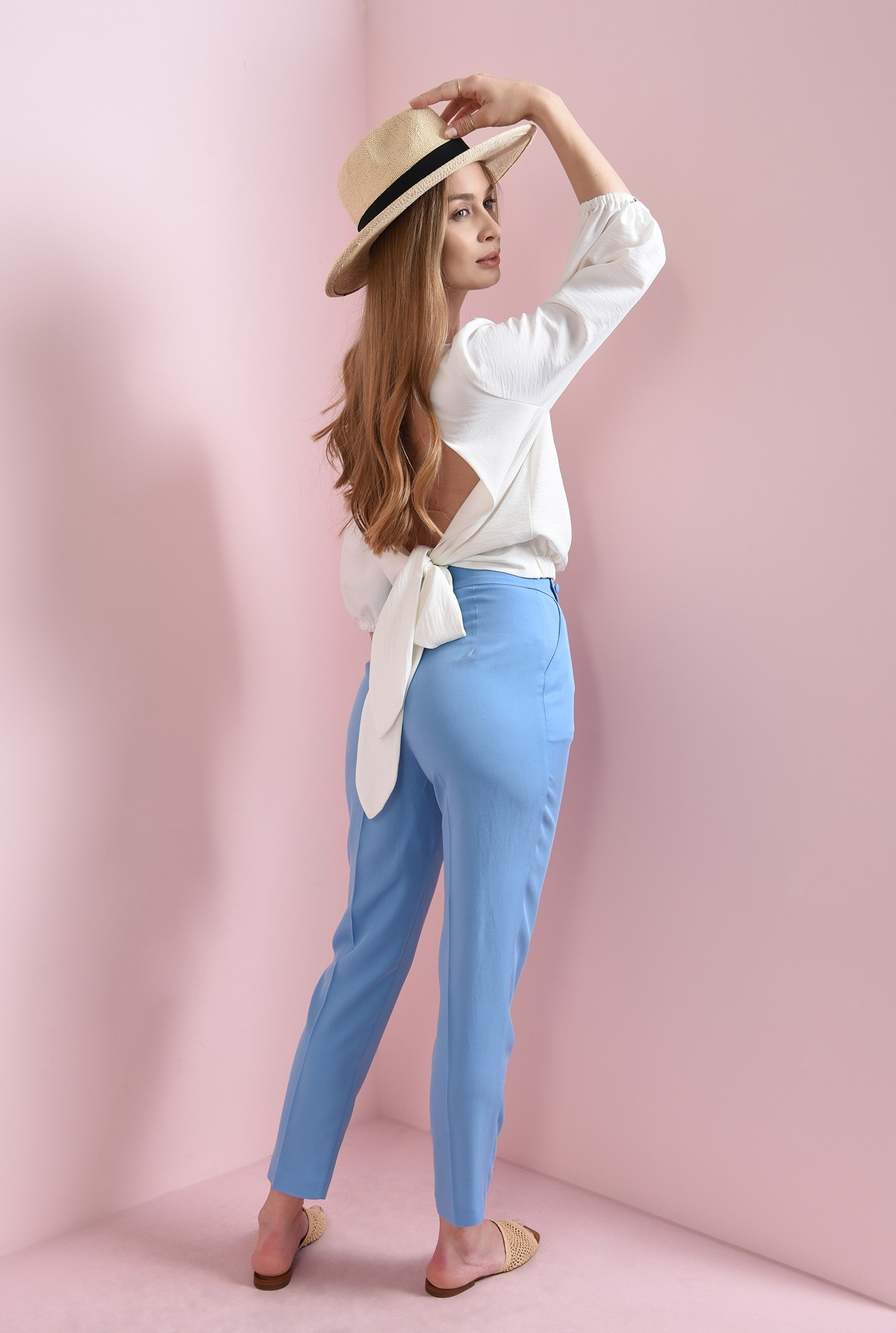 1 - pantaloni bleu, cu betelie decorativa