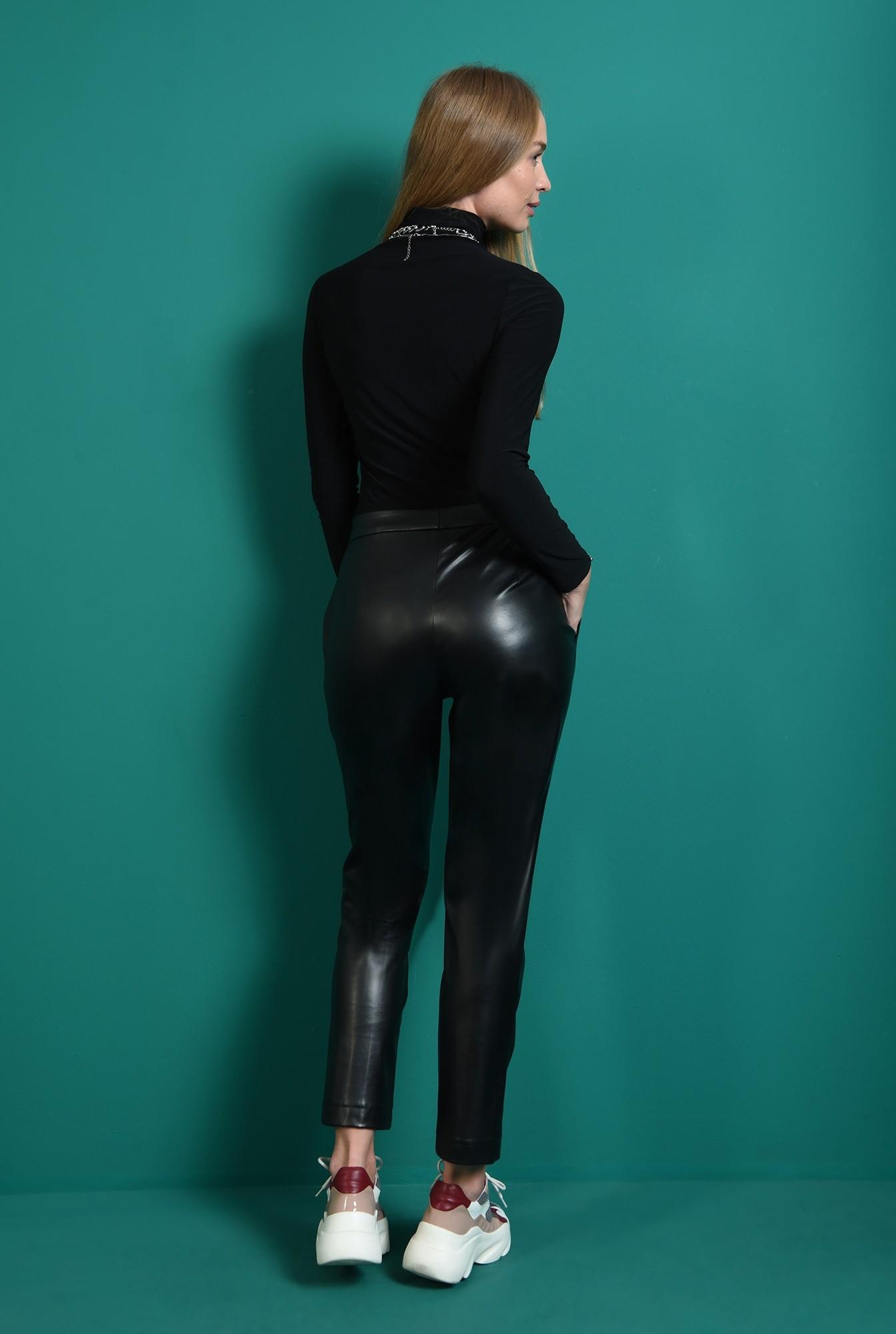 1 - pantaloni negri, conici, Poema