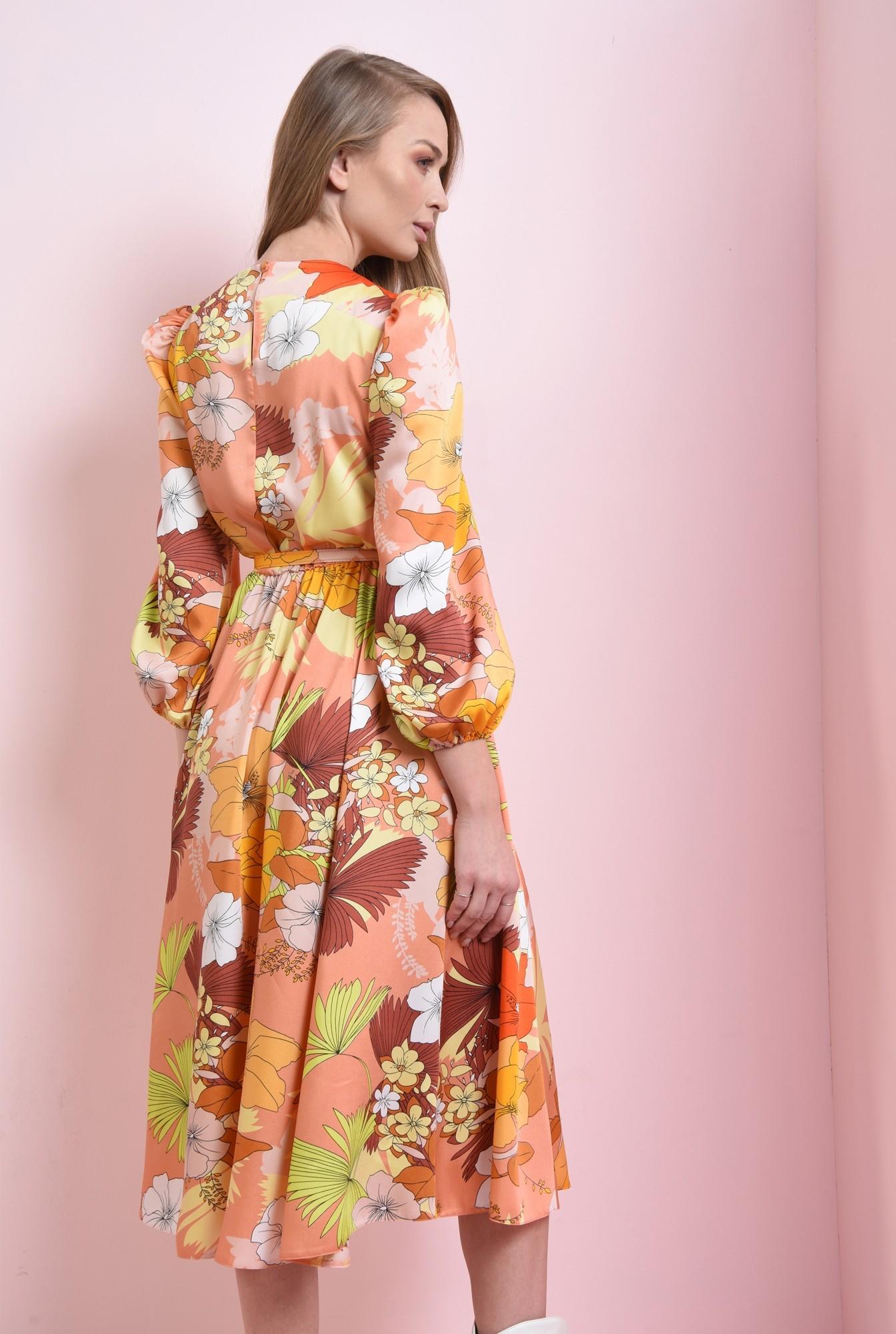 1 - rochie cu umeri accentuati, cu centura