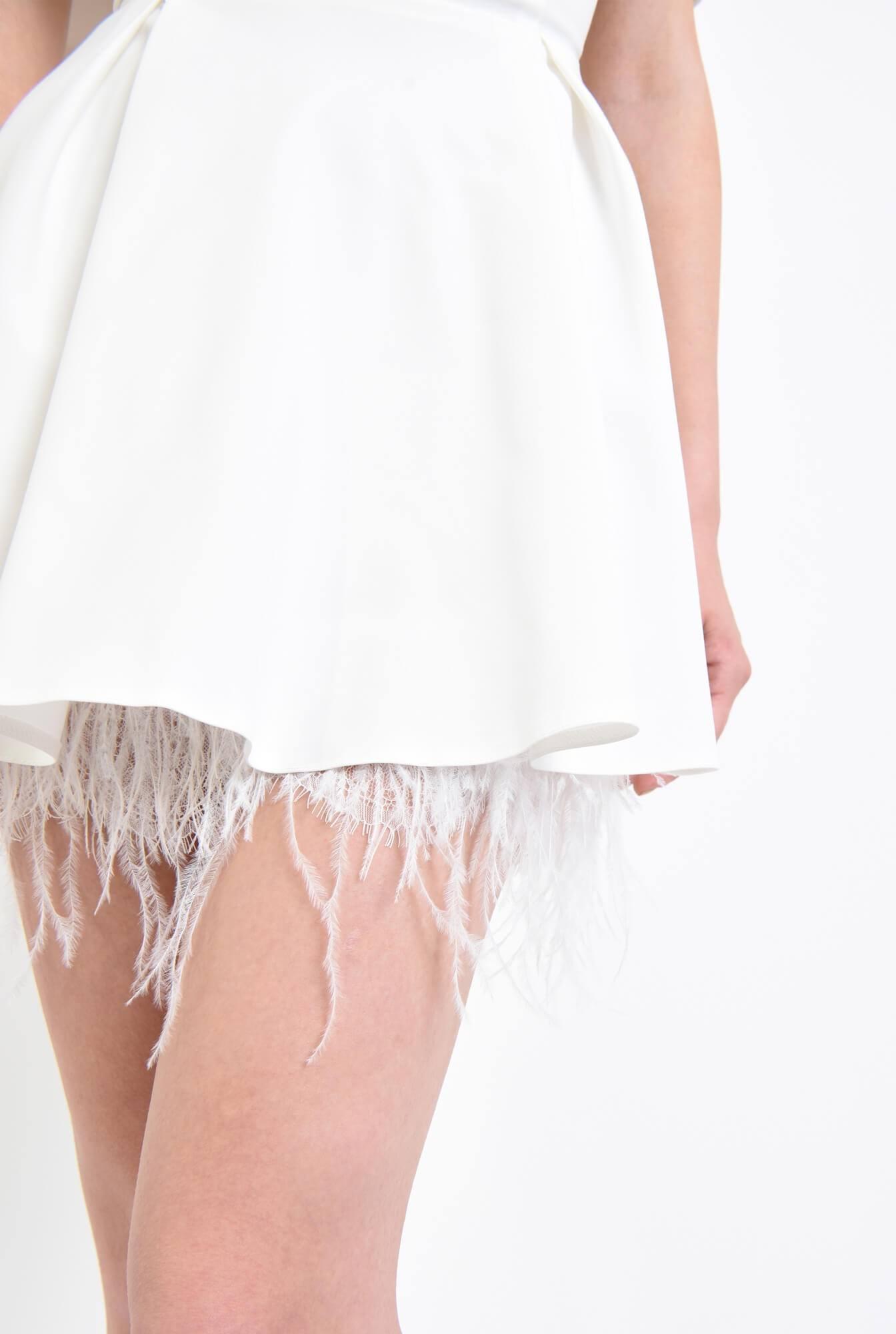 2 - Rochie eleganta cu pene de strut si pliuri