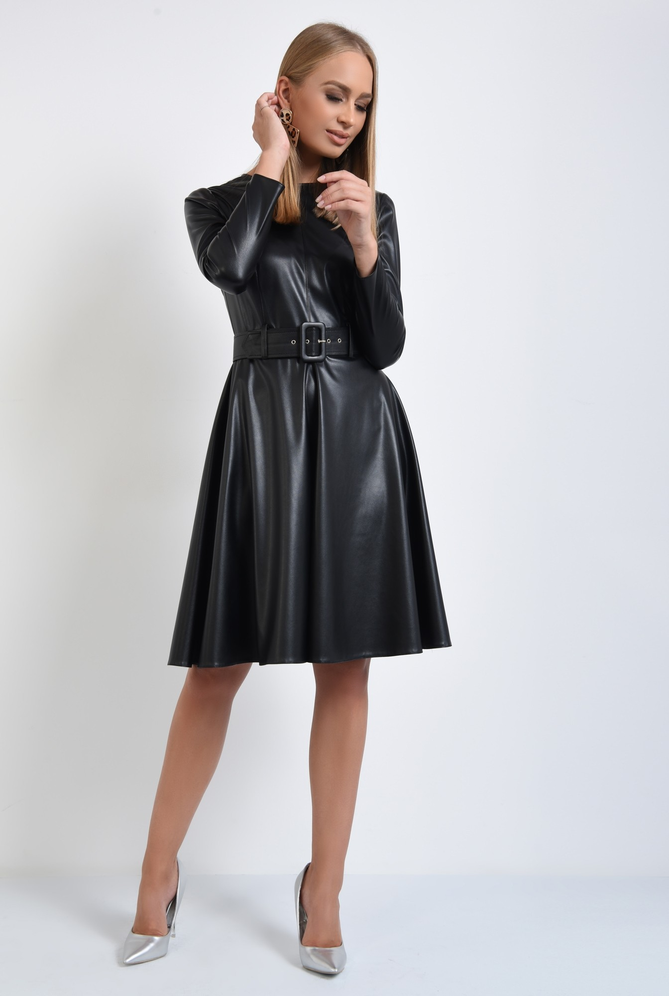 3 - rochie casual neagra, cusatura mediana, fermoar la spate, rochii online
