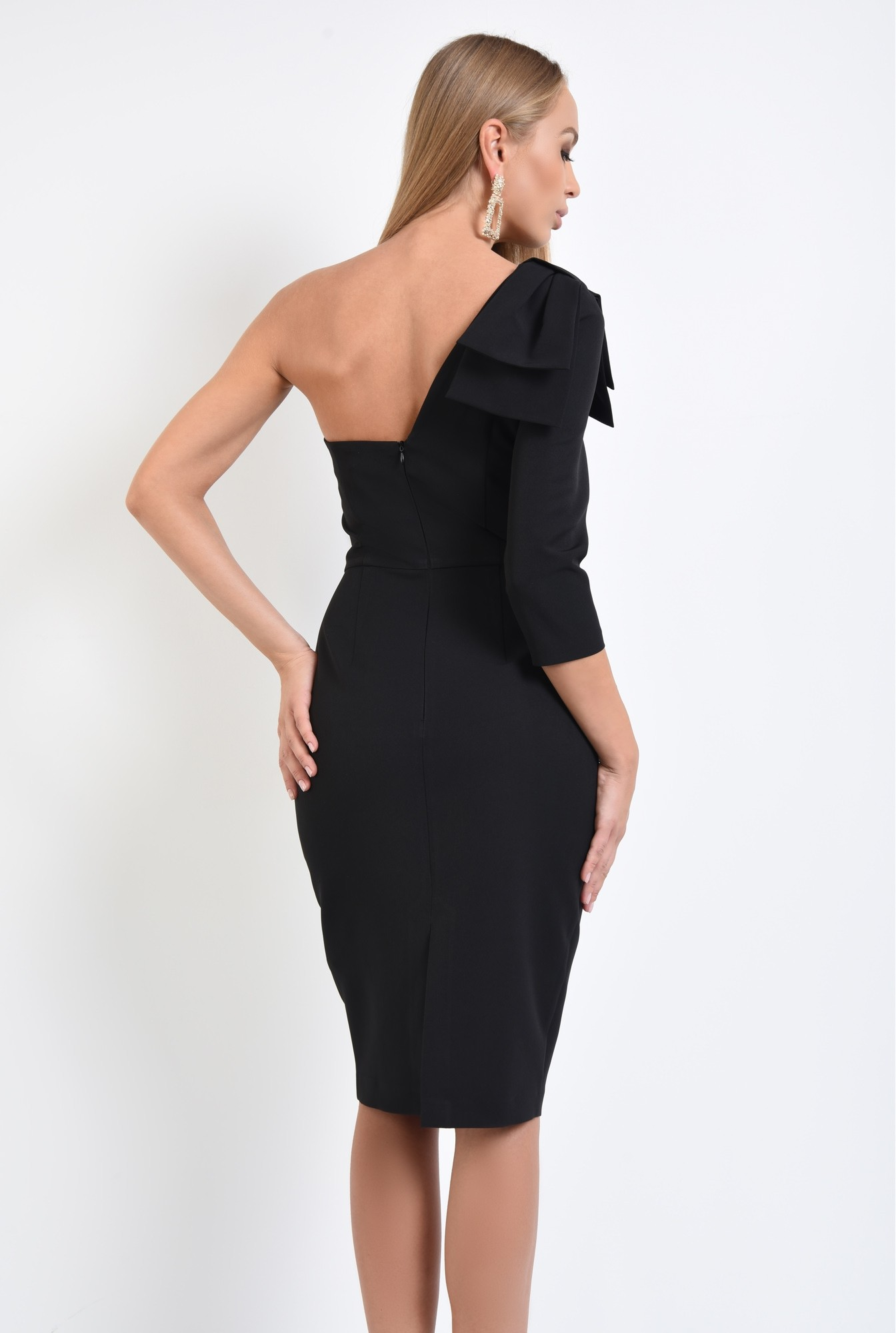 1 - 360 - rochie eleganta, conica, neagra, funda suprapusa la umar
