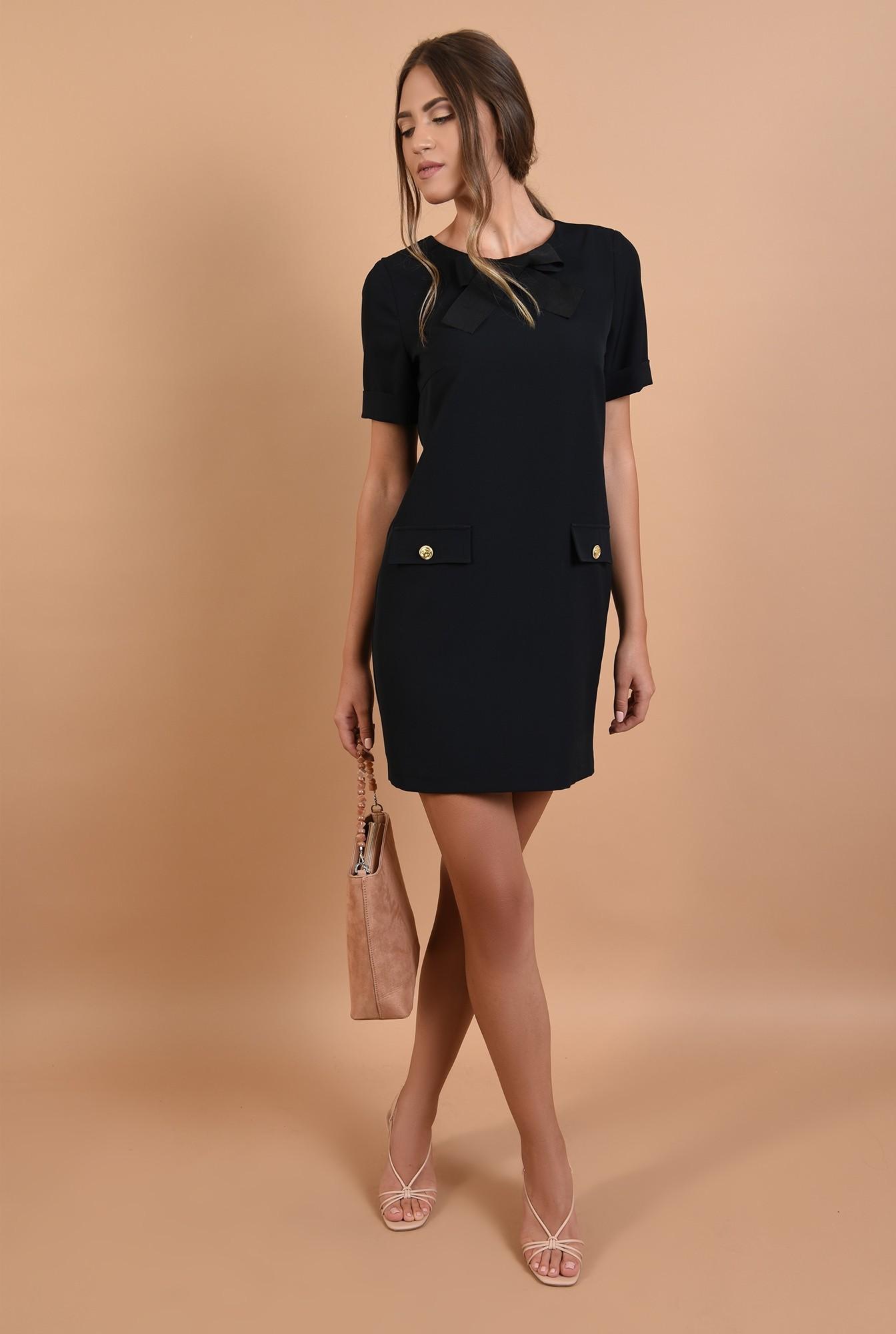 3 - rochie neagra, mini, dreapta, maneci scurte cu mansete
