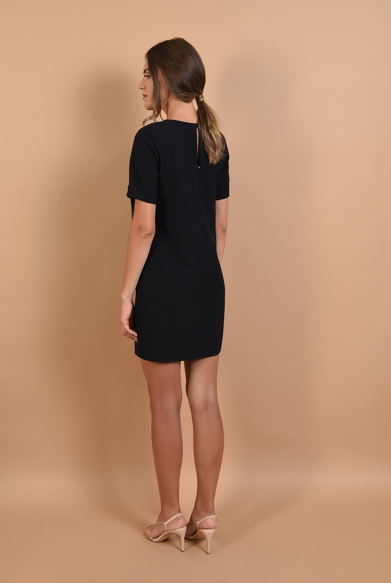 1 - rochie neagra, mini, dreapta, maneci scurte cu mansete