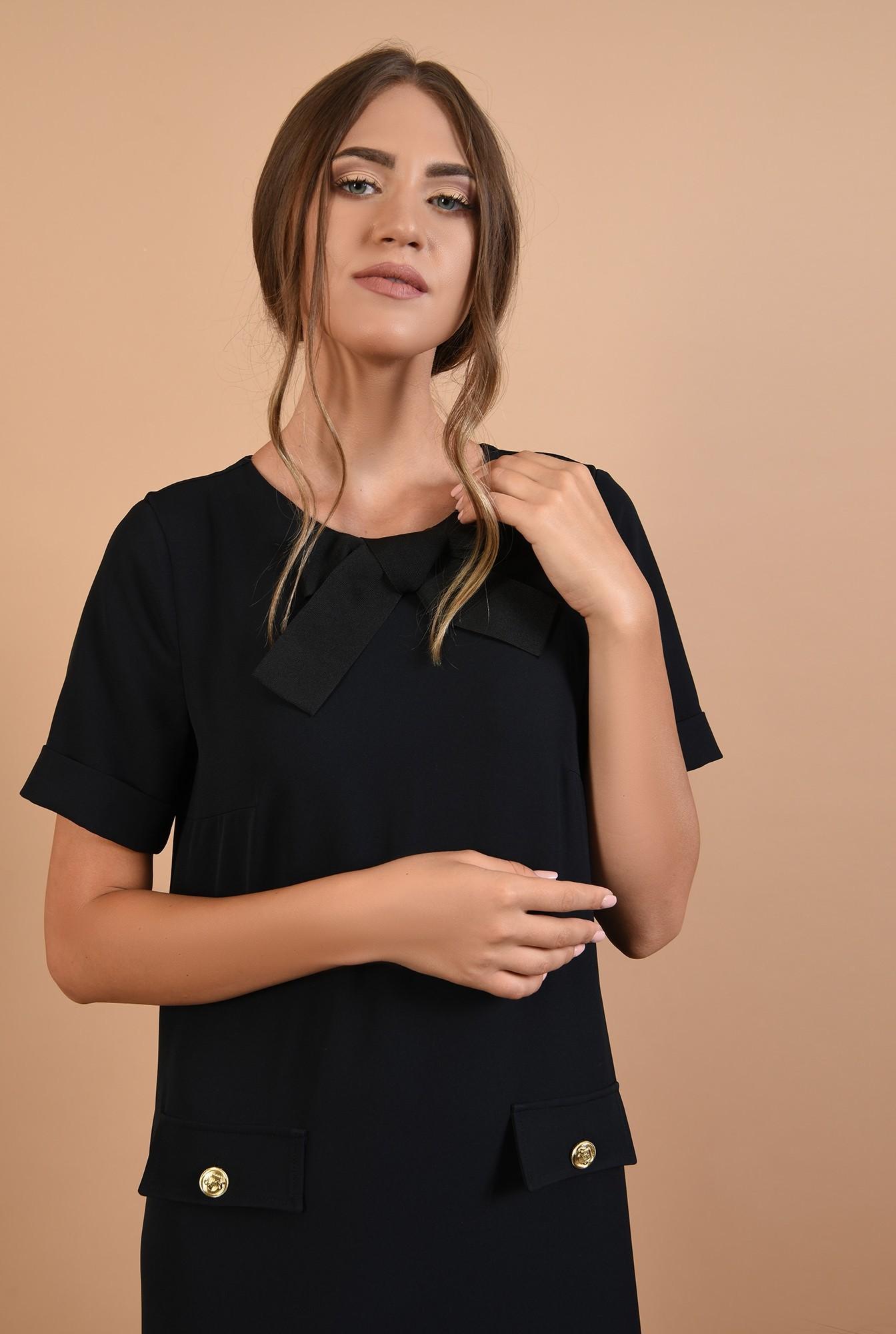2 - rochie neagra, mini, dreapta, maneci scurte cu mansete