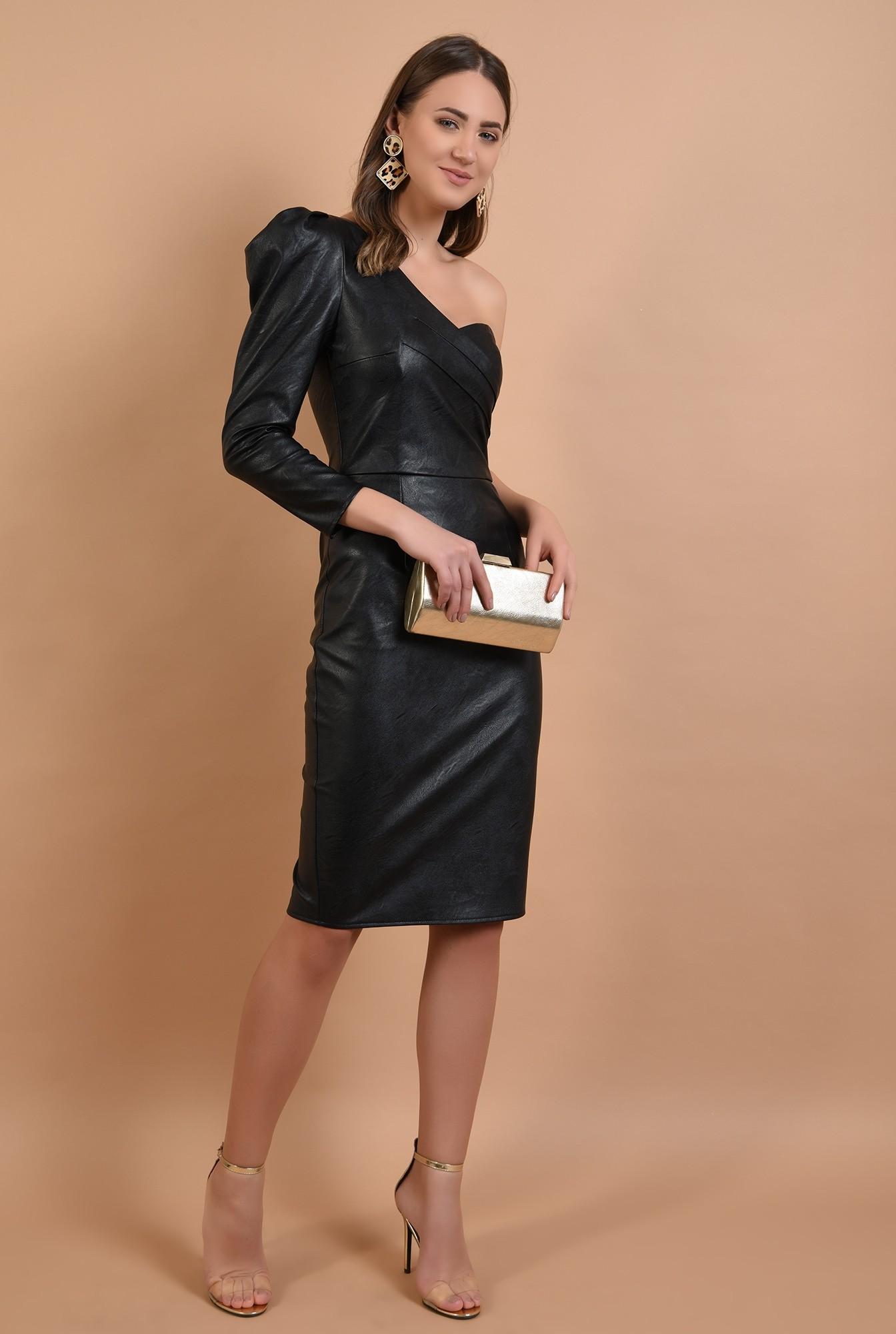 3 - rochie eleganta, piele neagra, maneca drapata, umar gol
