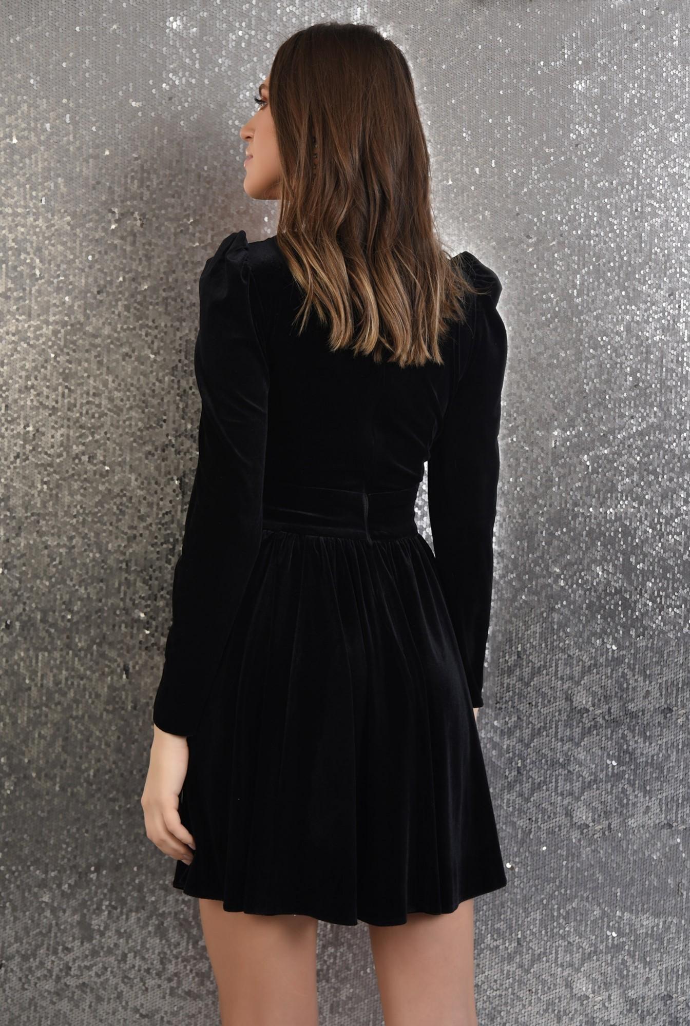 1 - rochie neagra, din catifea, clos, maneci lungi, decolteu in V