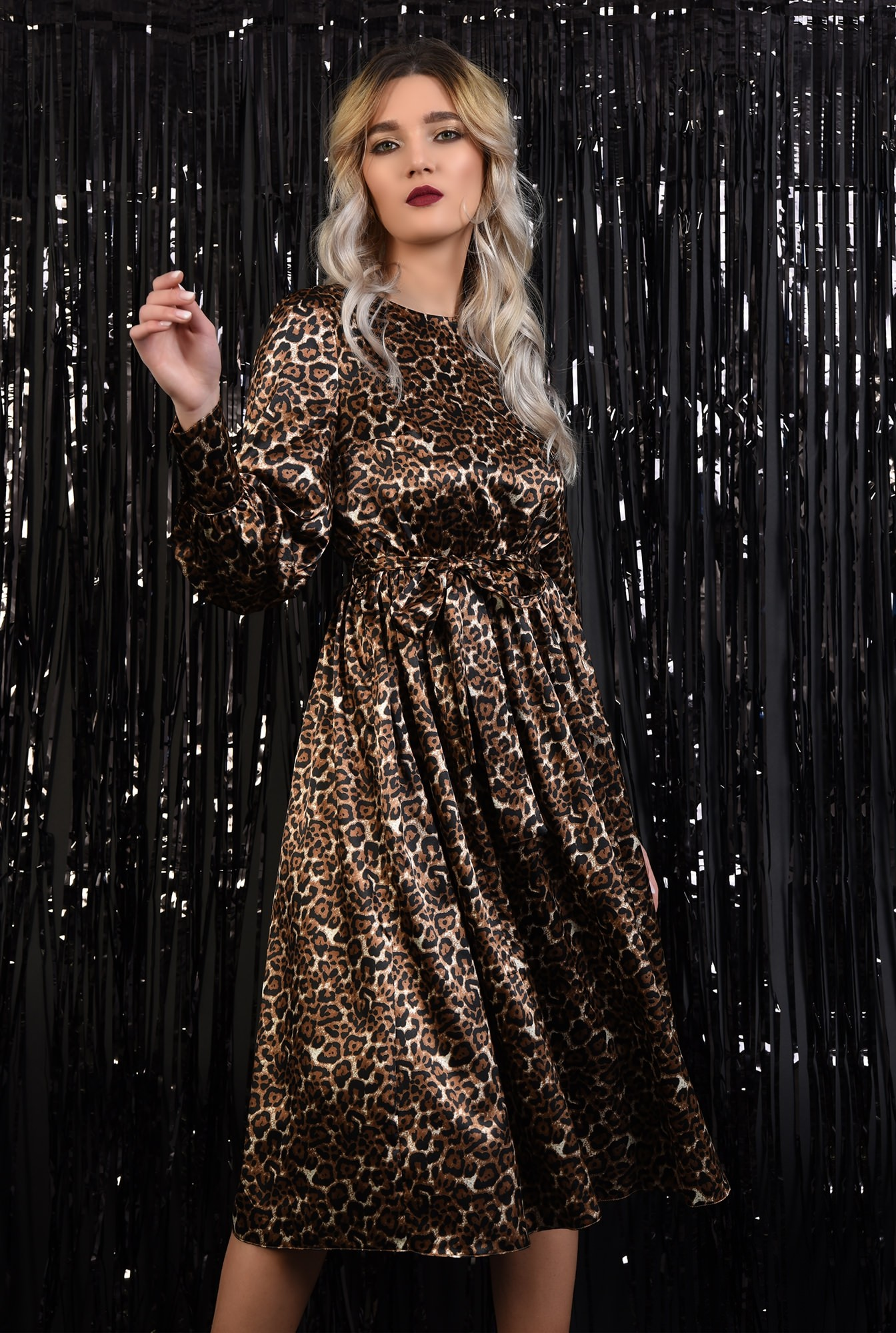 0 - 360 - rochie eleganta, din satin, animal print, nasturi la spate, evazata