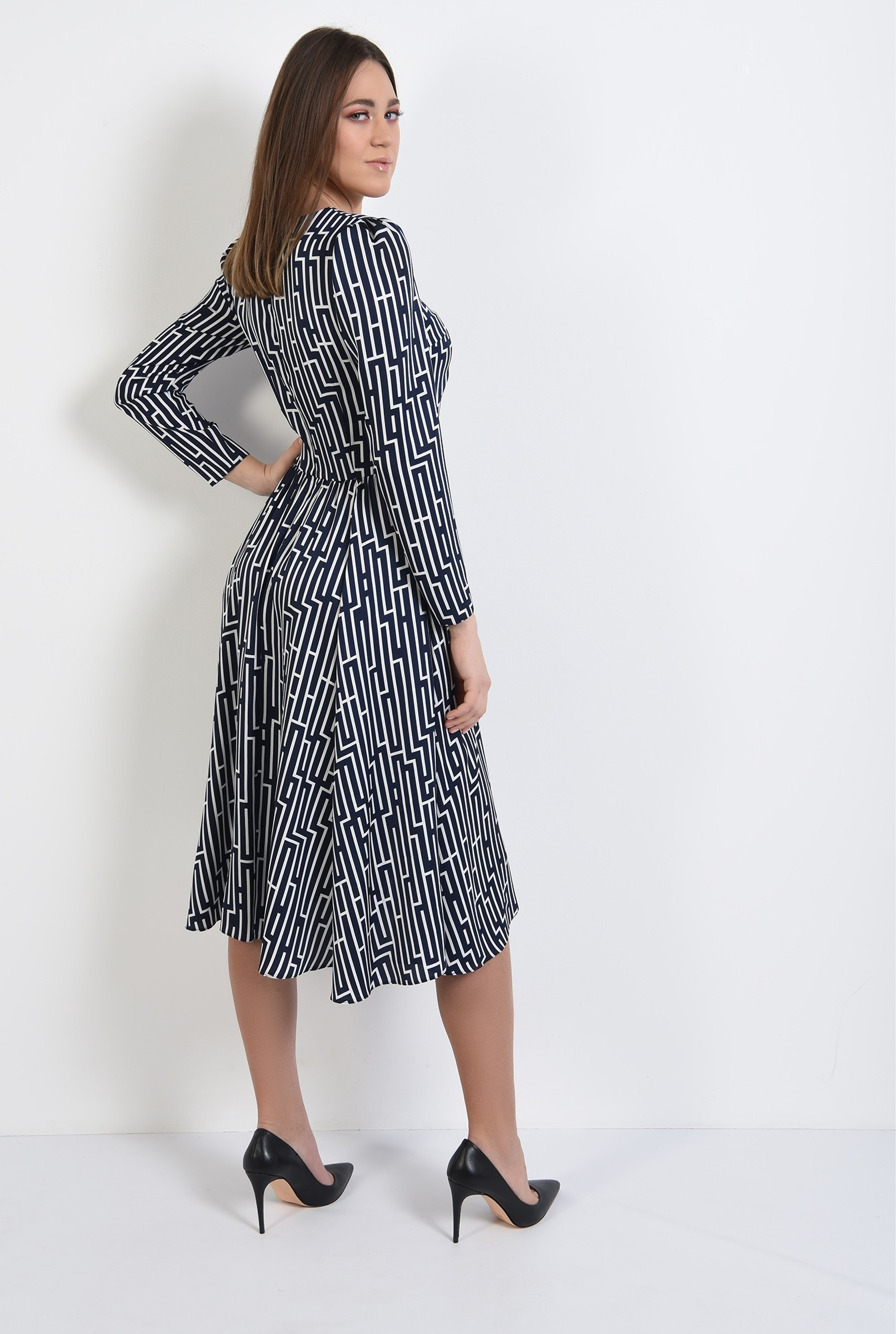 1 -  rochie midi, evazata, cu motive geometrice, maneci lungi, bleumarin
