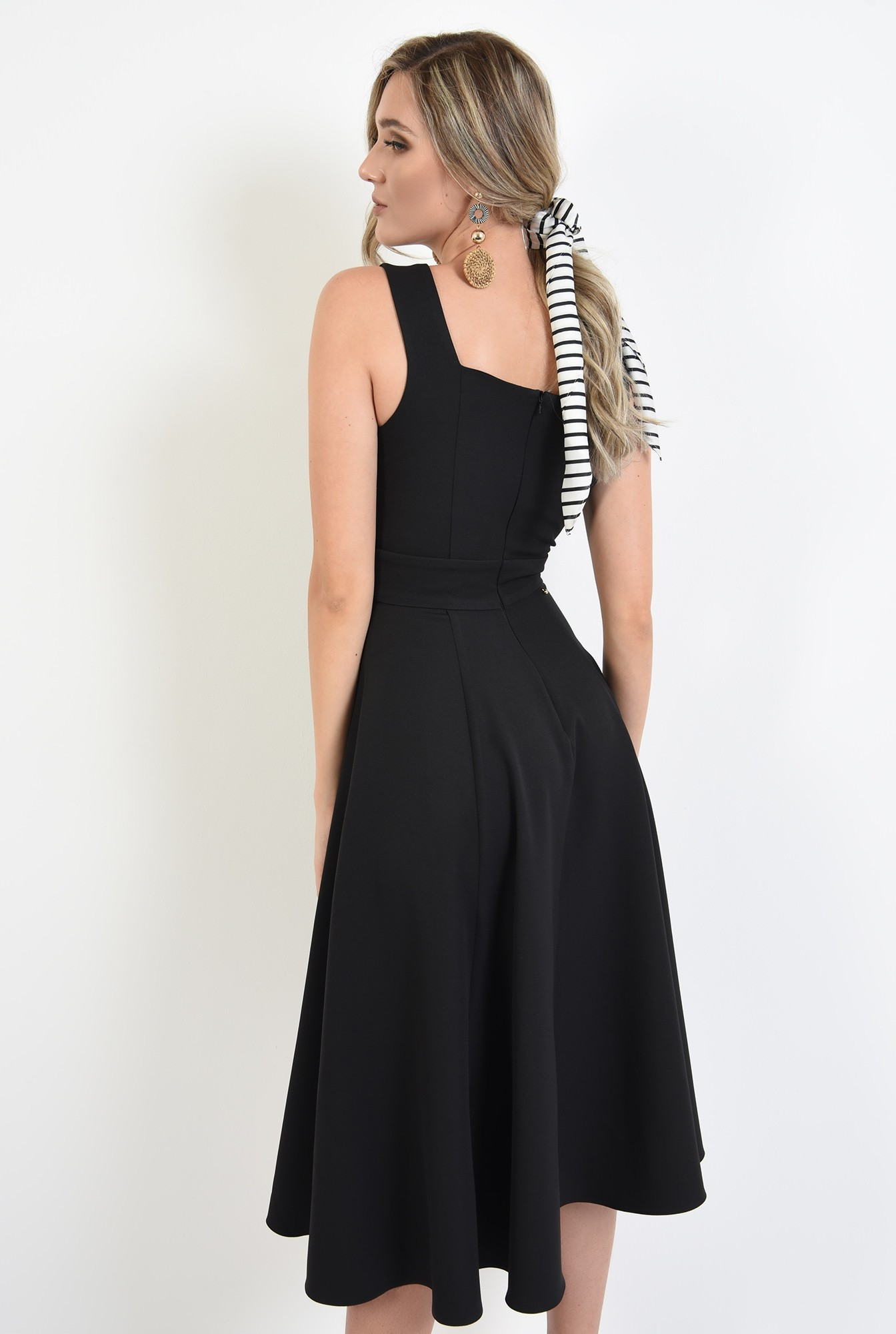 0 - 360 - rochie neagra, cu detaliu la talie, evazata, Poema