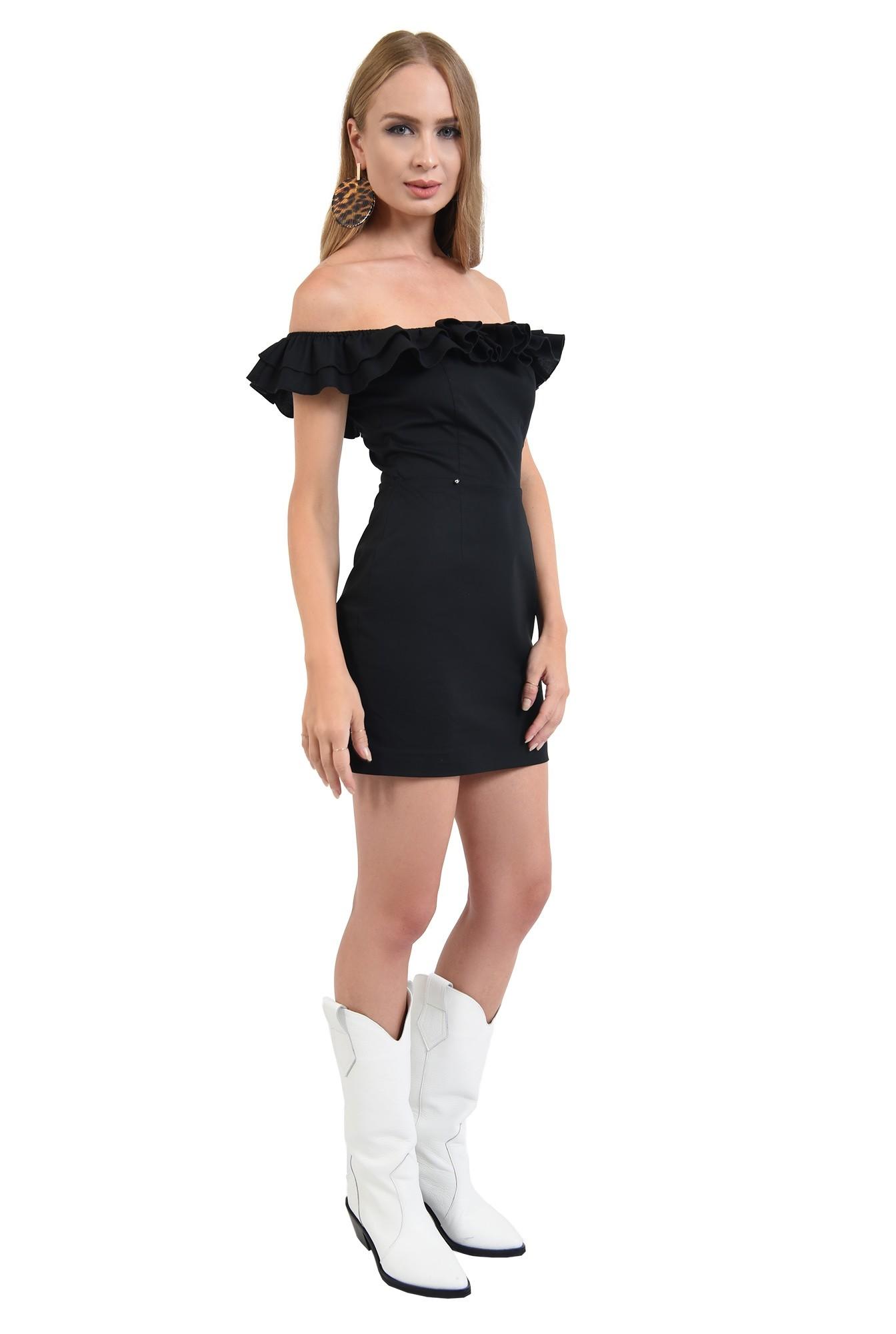 3 - 360 - rochie mini, cambrata, neagra, cu umerii goi, cu volan