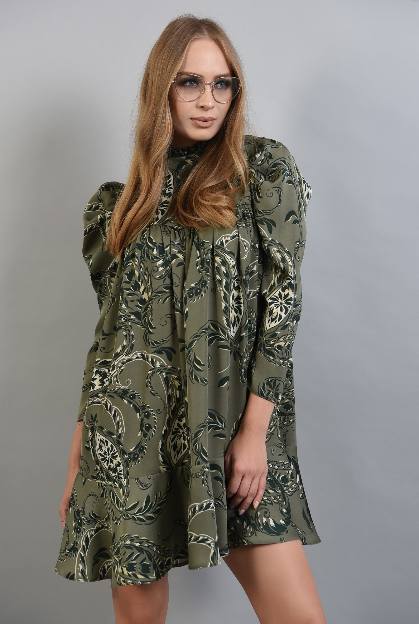 1 - rochie mini cu imprimeu, cu guler inalt