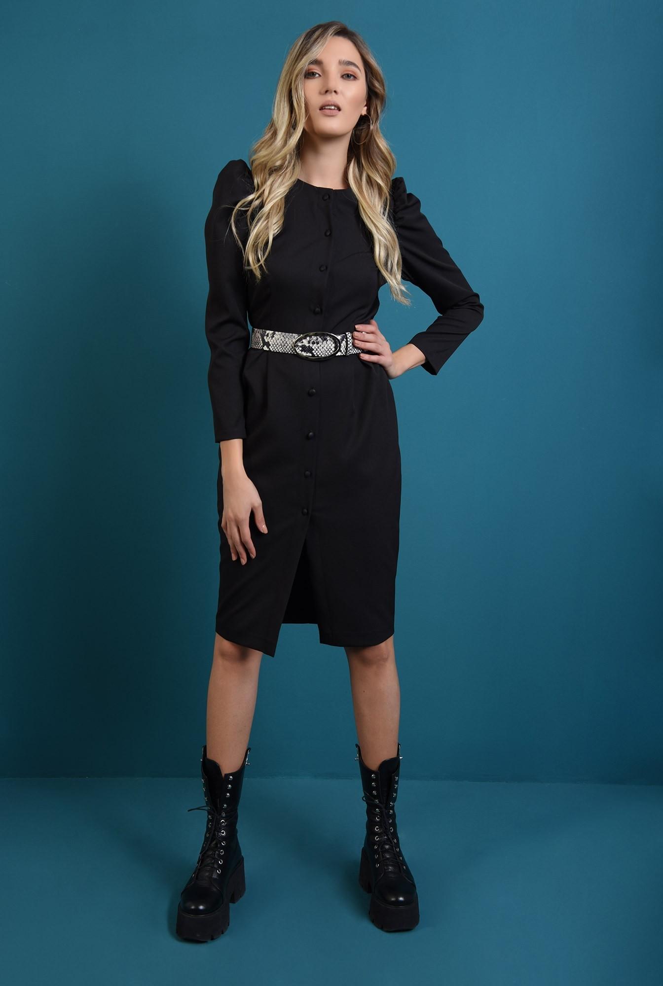 2 - rochie neagra, cu guler detasabil, cu umeri accentuati