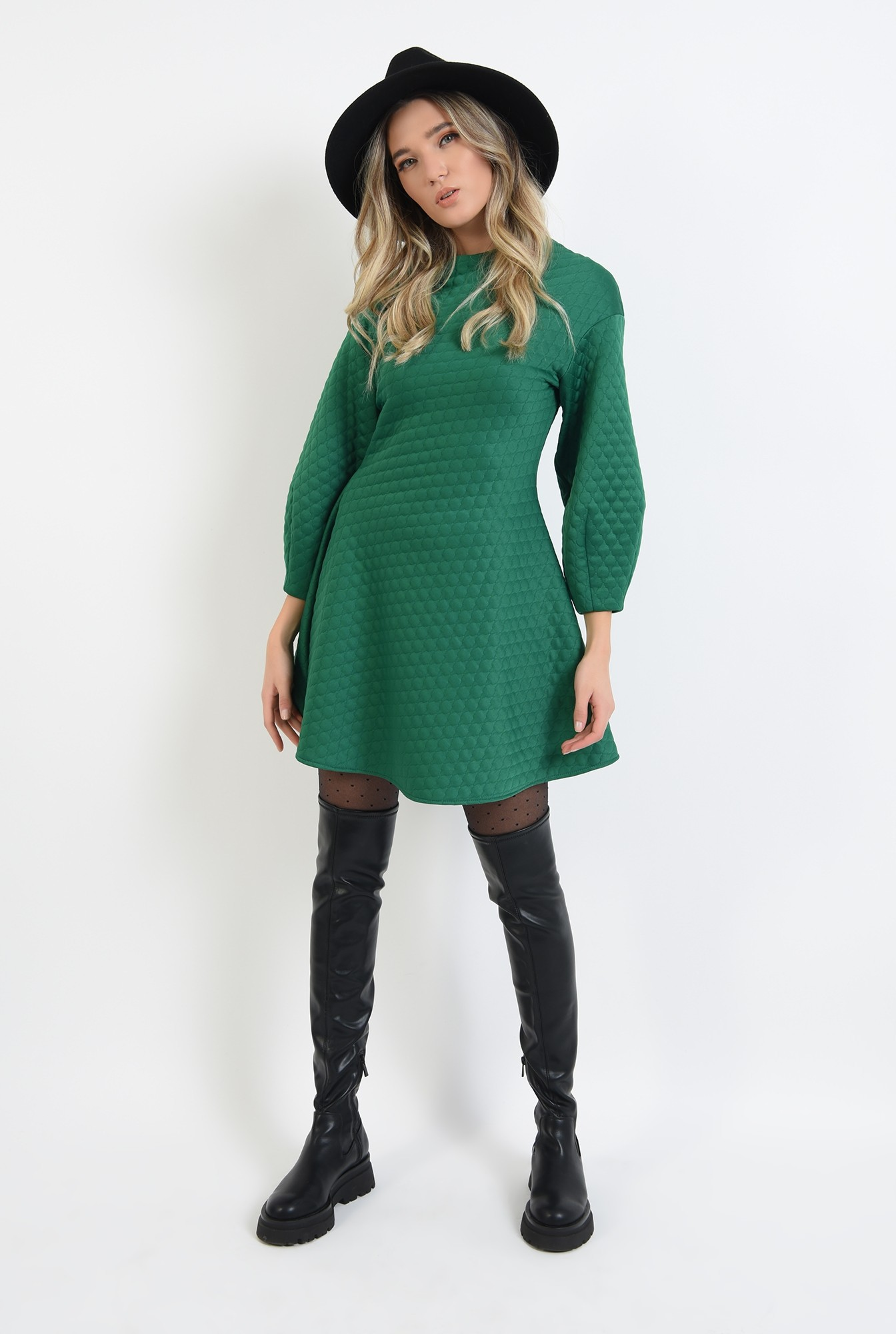 1 - rochie din material matlasat, verde, scurta, evazata