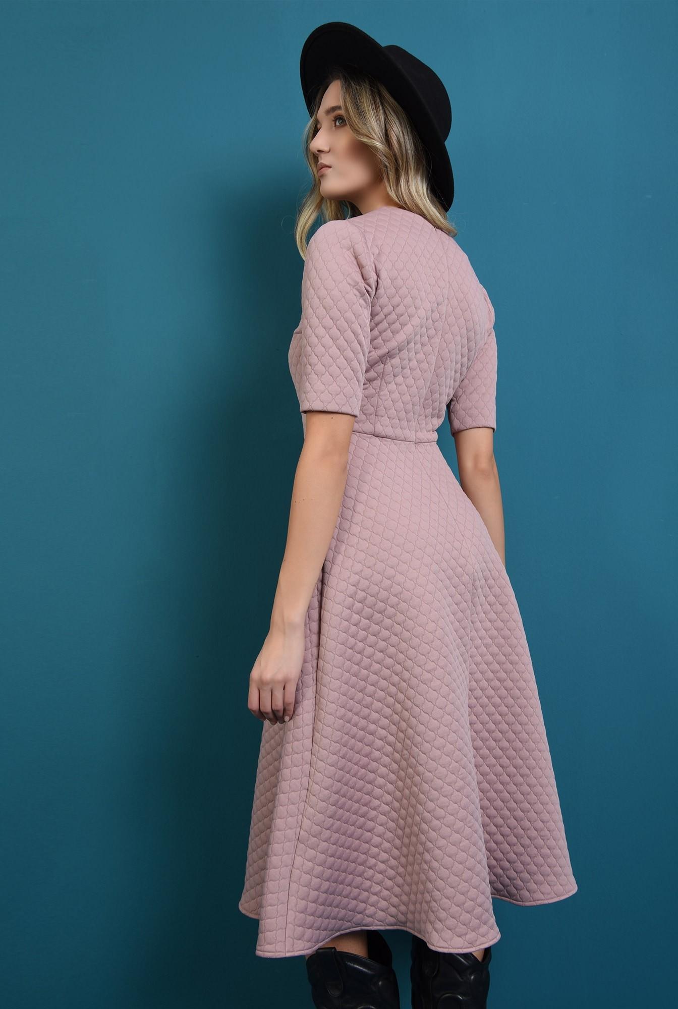 1 - 360 - rochie midi, roz, evazata, din material matlasat