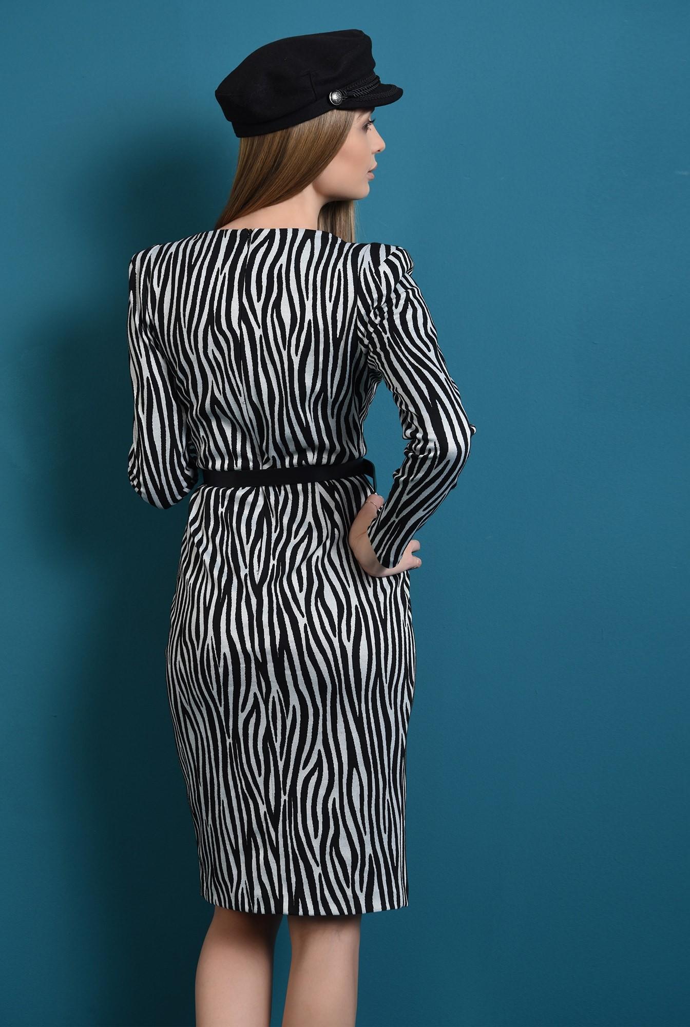 1 - rochie in dungi, cu slit lateral, cu umeri accentuati
