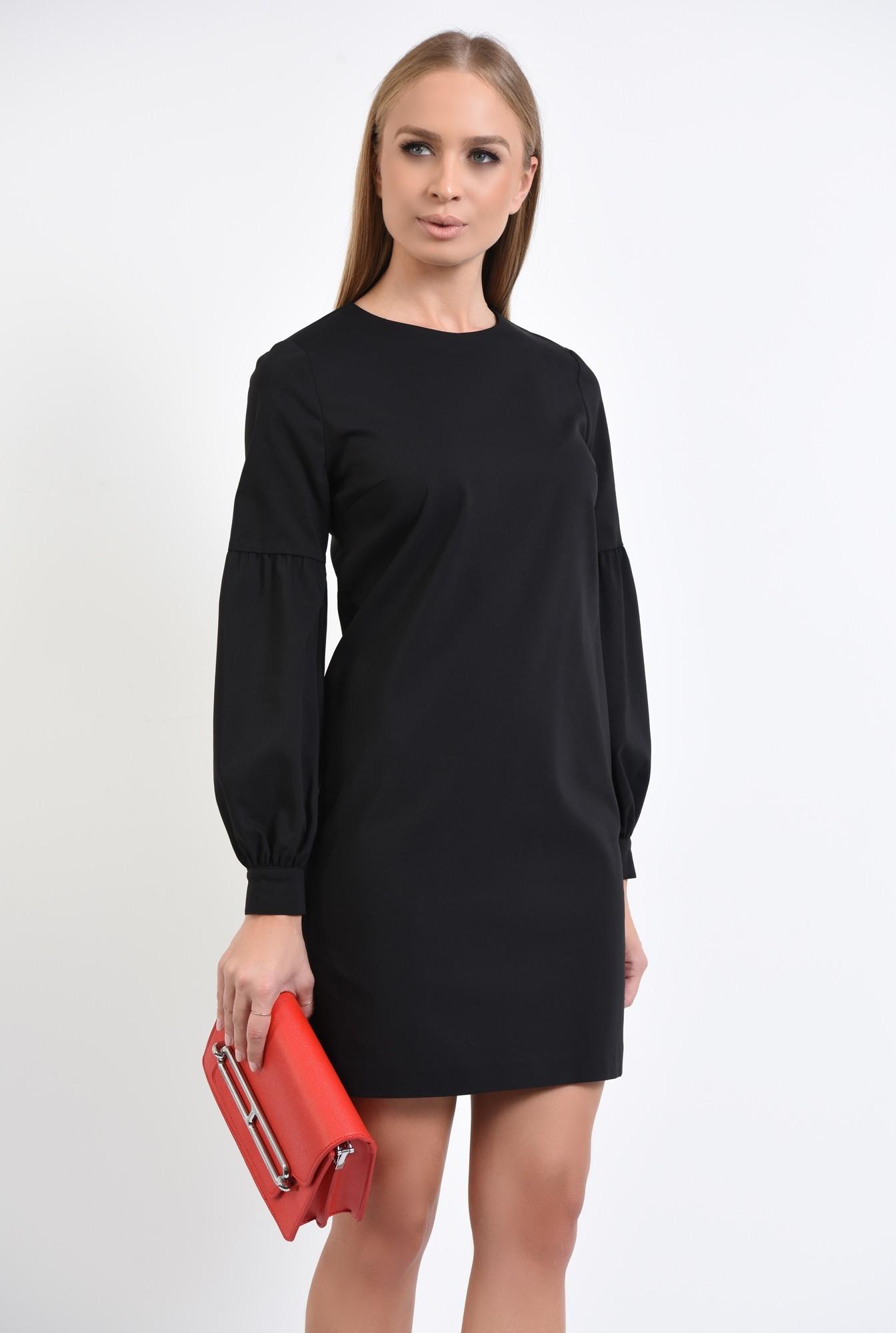 2 - rochie mini neagra, decolteu rotund la baza gatului