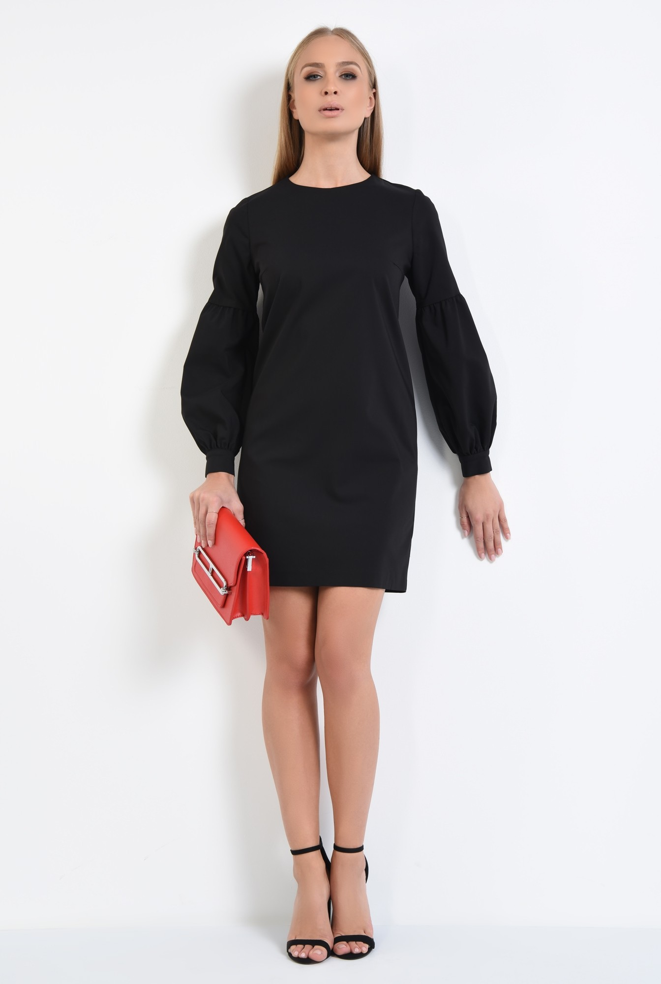 3 - rochie mini neagra, decolteu rotund la baza gatului