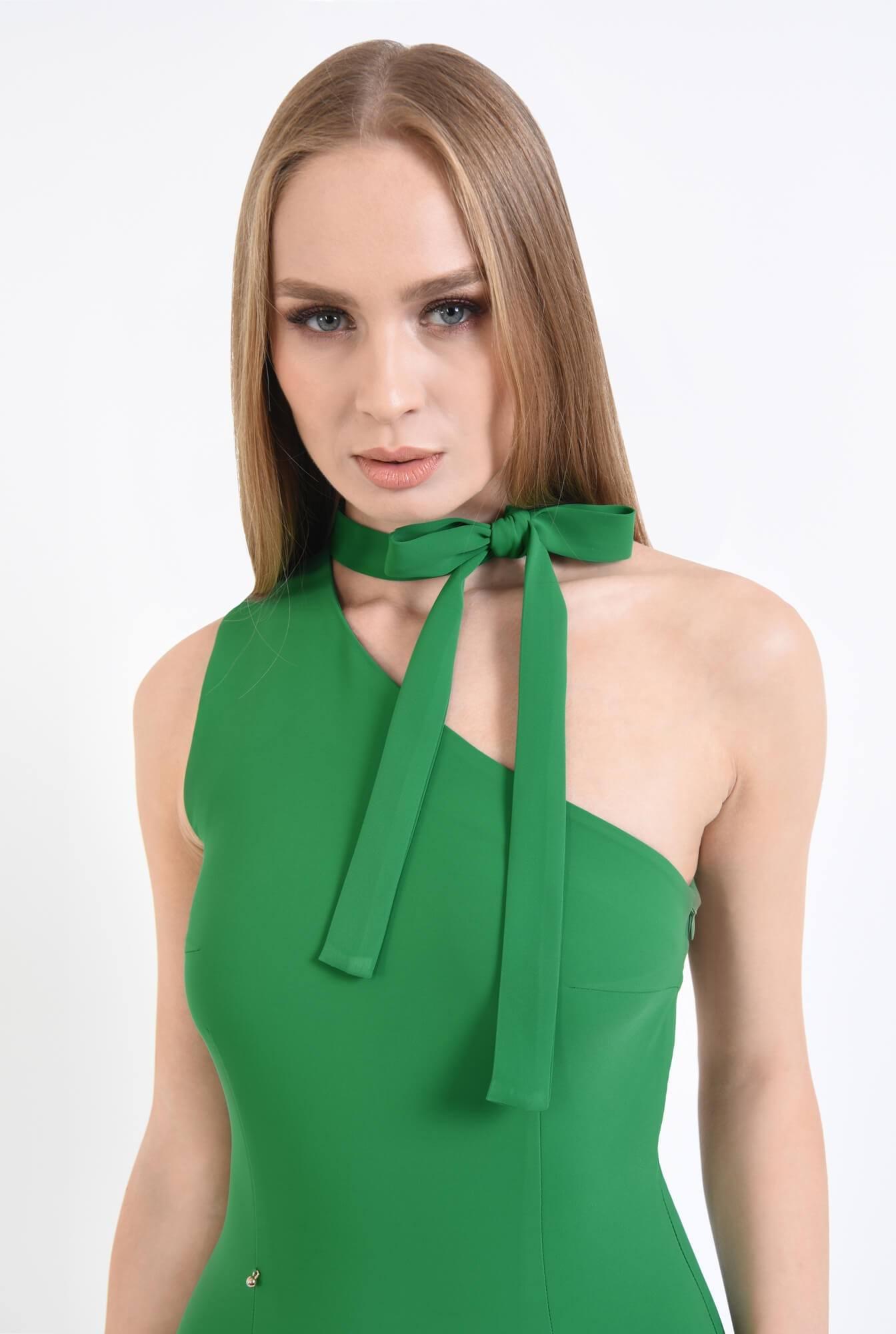2 - Rochie verde, eleganta, cu umar gol