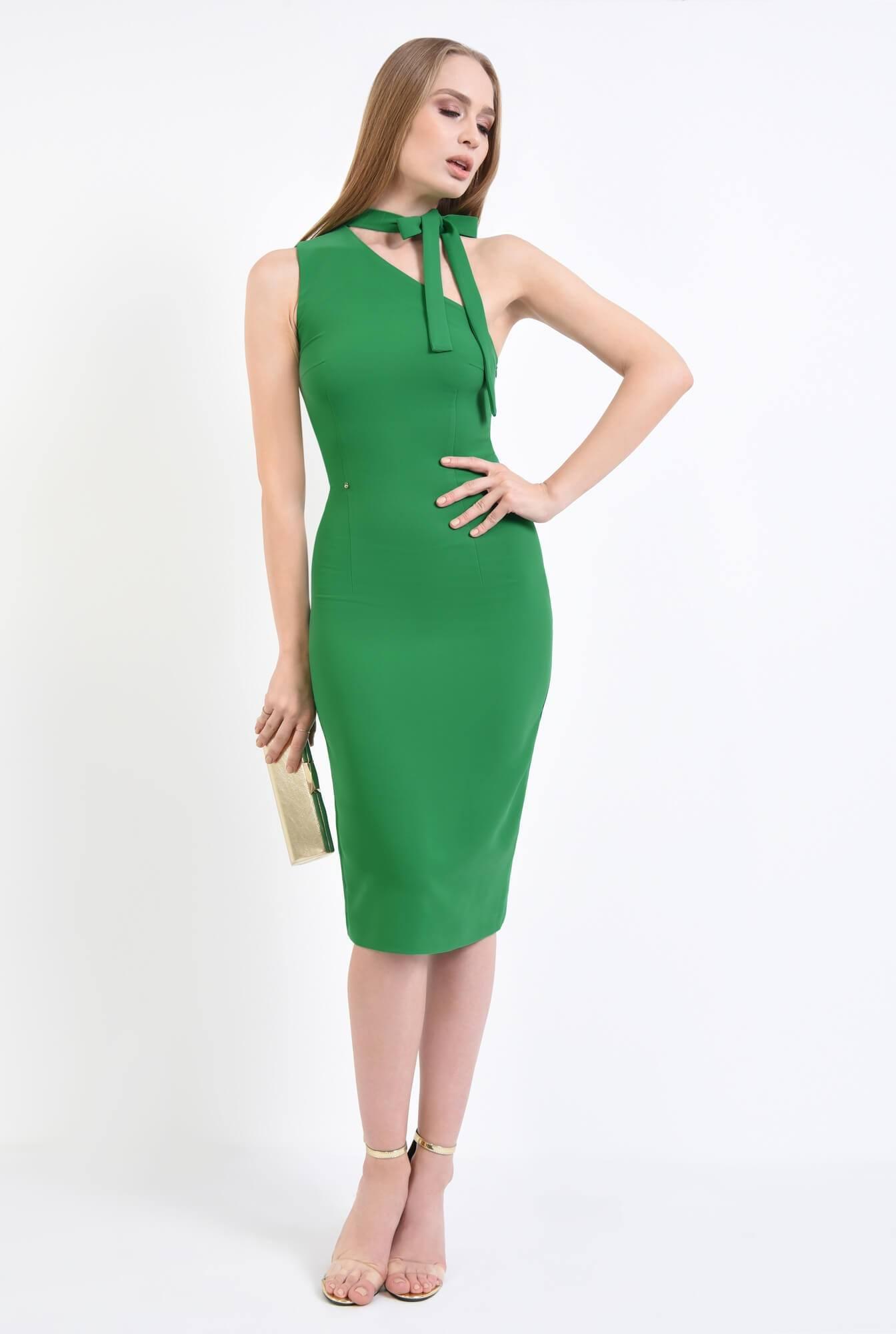 3 - Rochie verde, eleganta, cu umar gol