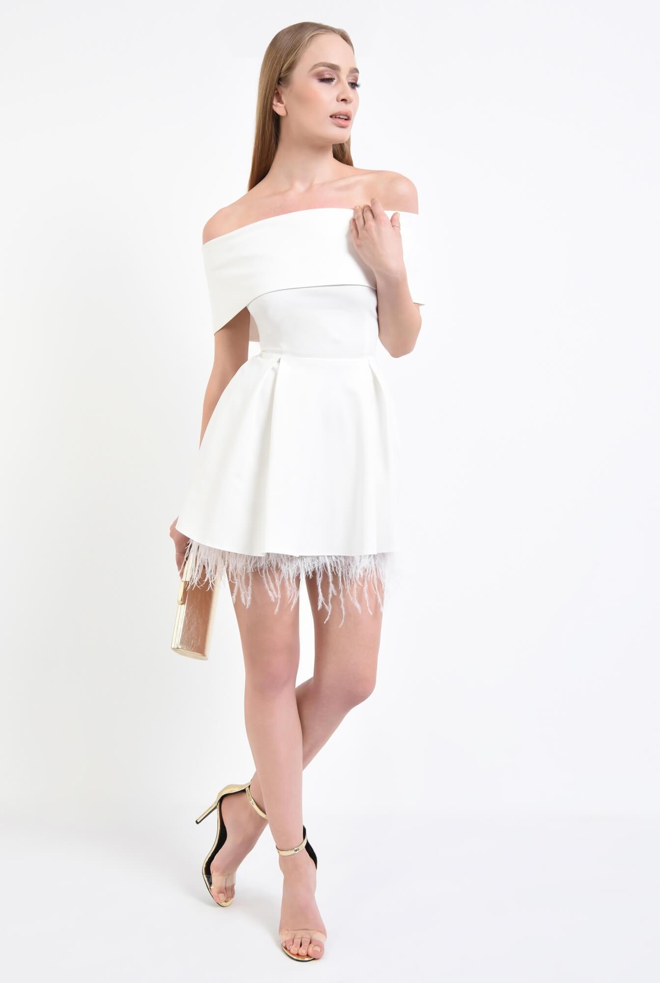 3 - Rochie eleganta cu pene de strut si pliuri