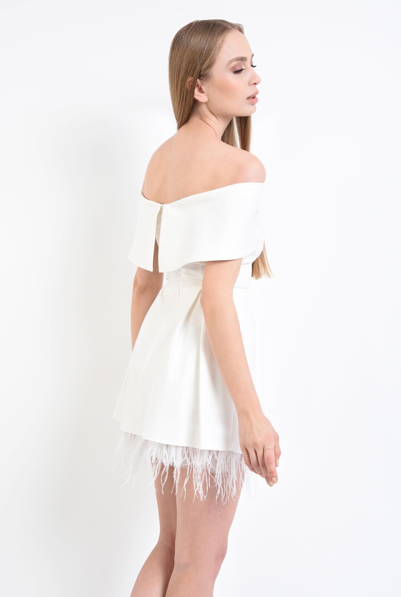 1 - Rochie eleganta cu pene de strut si pliuri