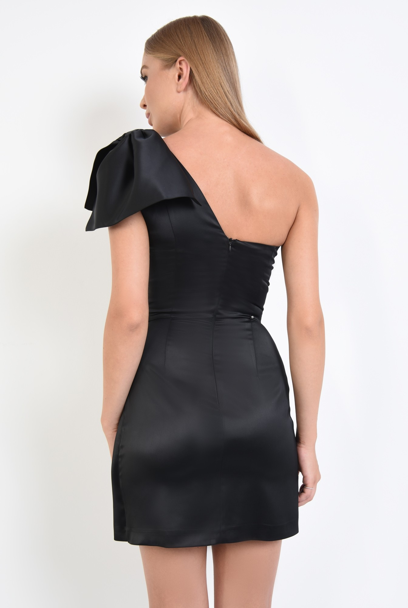 1 - rochie eleganta, mini, satin, centura metalica, decolteu