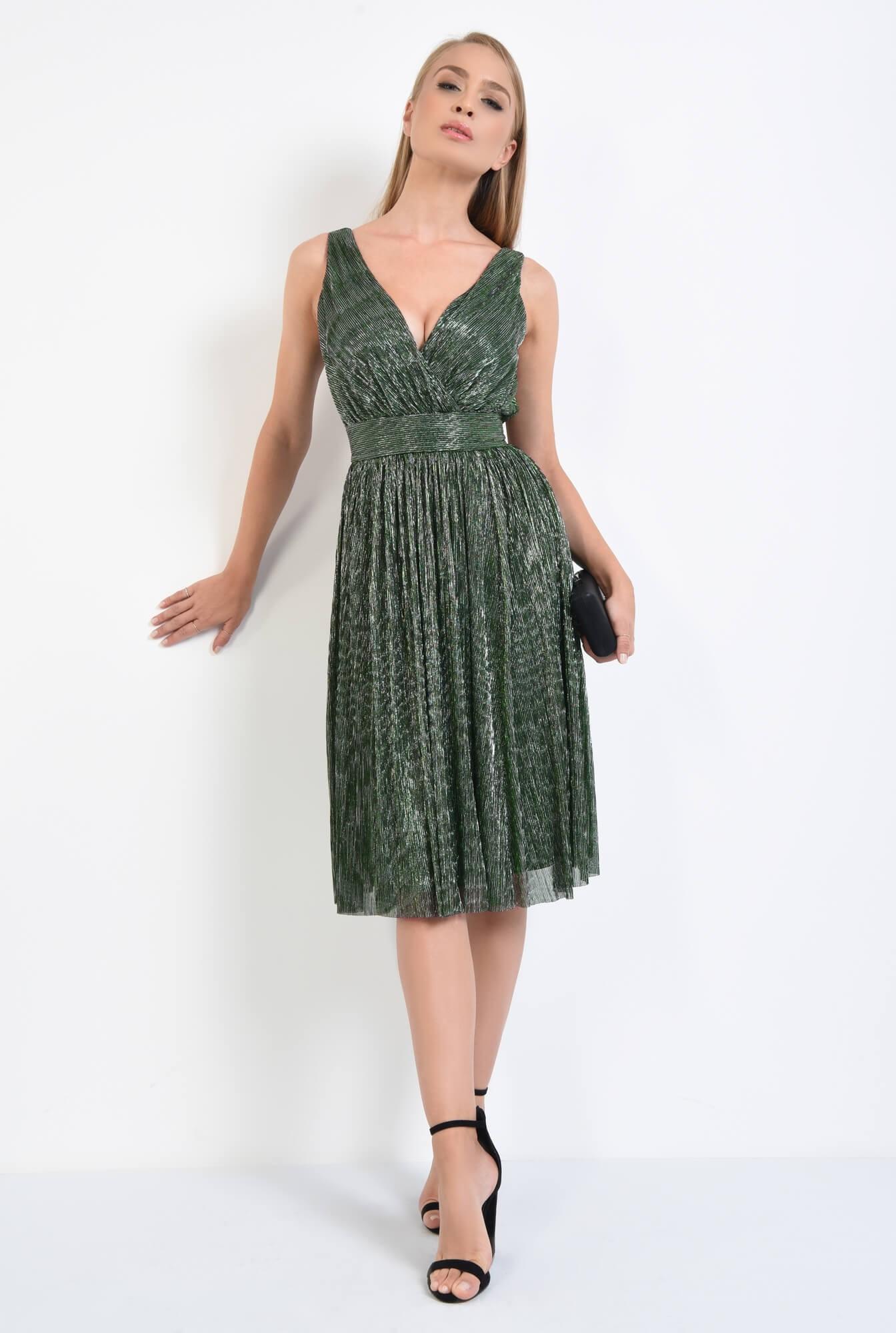 3 - rochie de seara, clos, betelie lata, decolteu anchior, verde