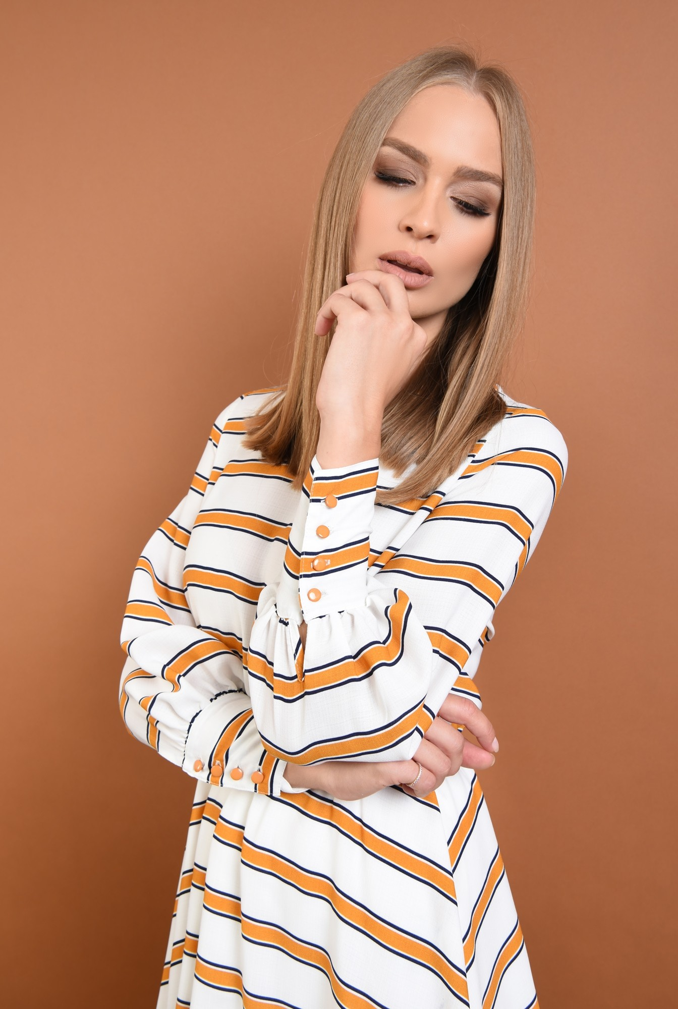 2 - 360 - rochie casual imprimata, alb, mustar, bie, cusatura in talie