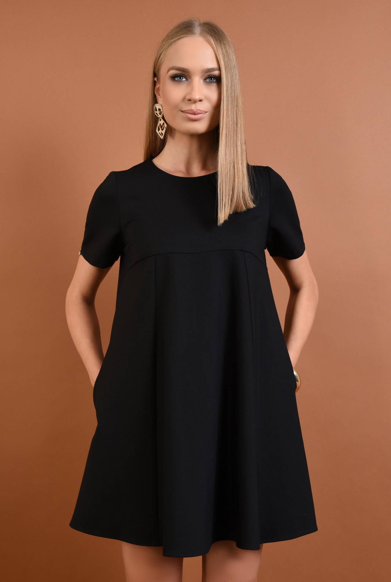 2 - rochie din tricot, neagra, scurta, croi evazat