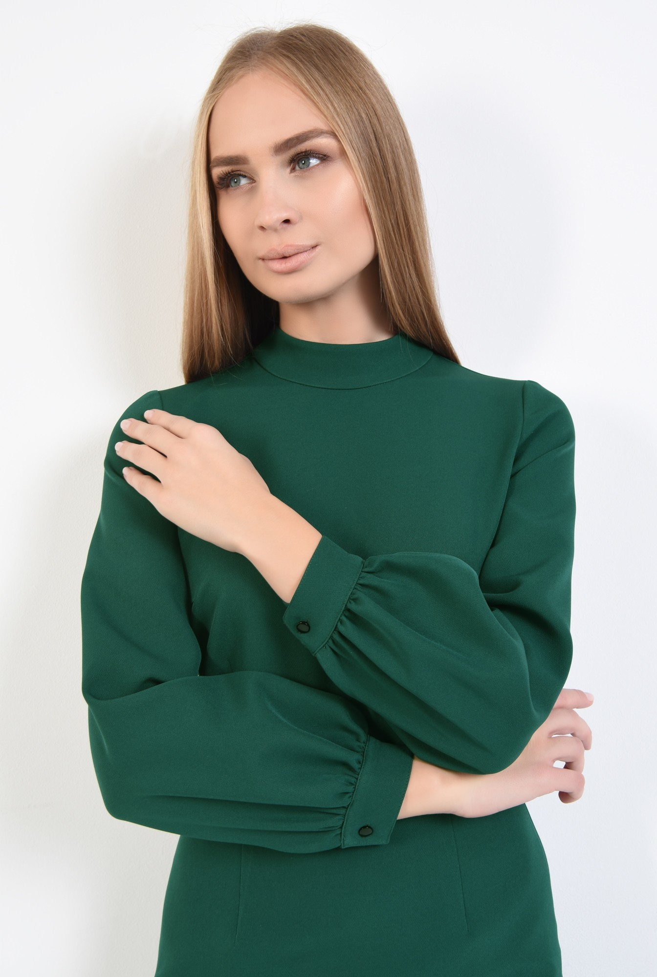 2 - rochie verde, de zi, croi conic, cusatura in talie, guler inalt
