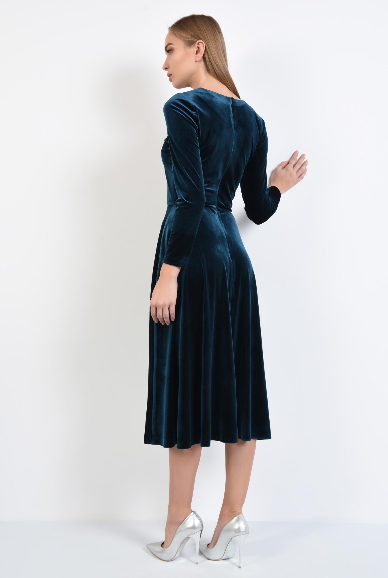 1 - rochie de seara, din catifea, croi evazat, cu pasmanterie tip colier