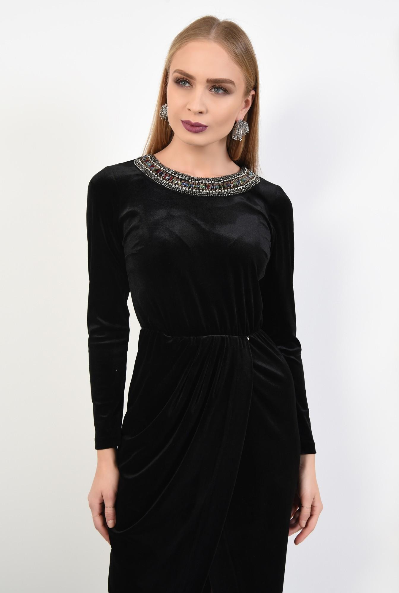 2 - rochie de seara, catifea, negru, pasmanterie la decolteu, parte peste parte