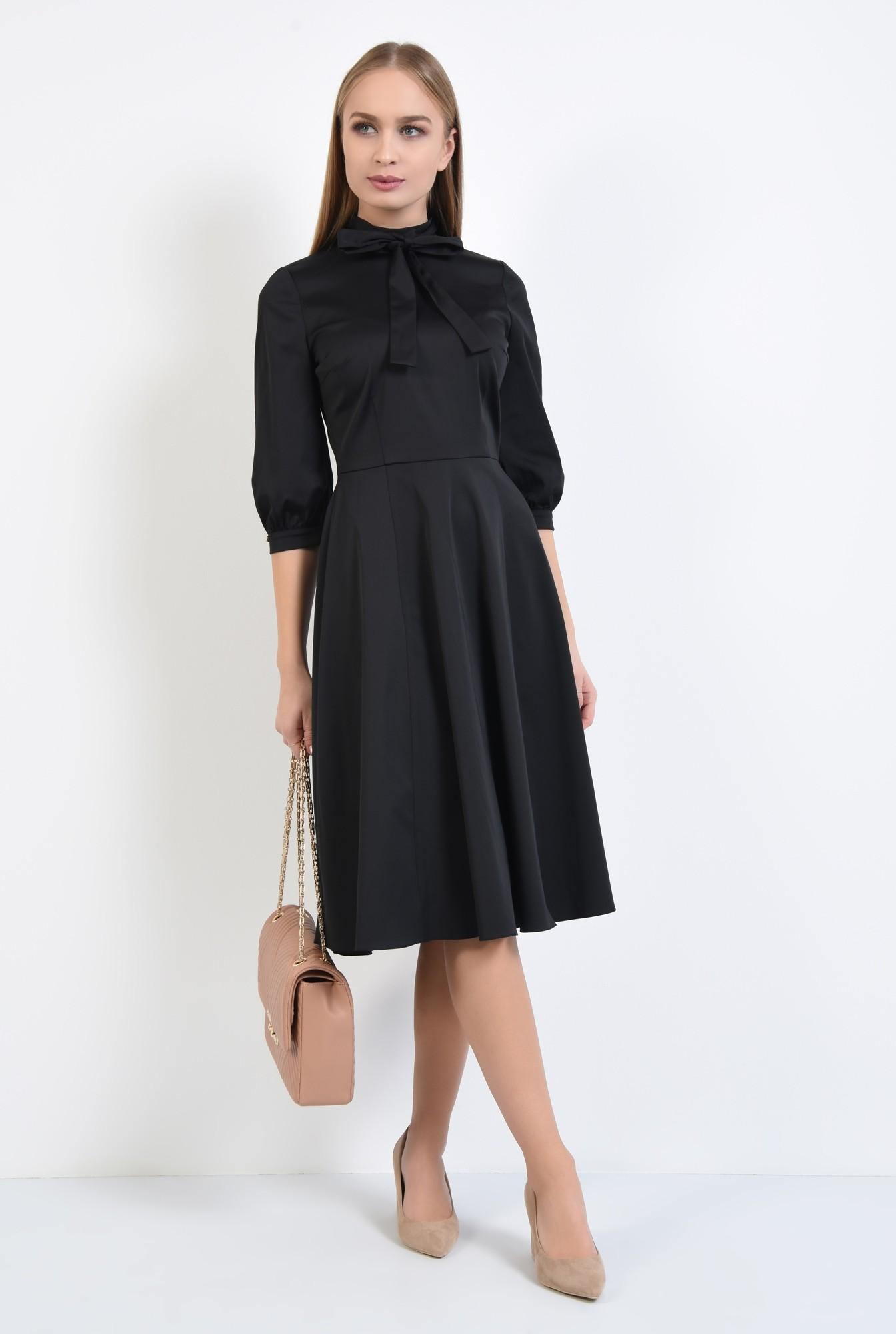 3 - rochie neagra, clos, guler cu funda, cusatura in talie