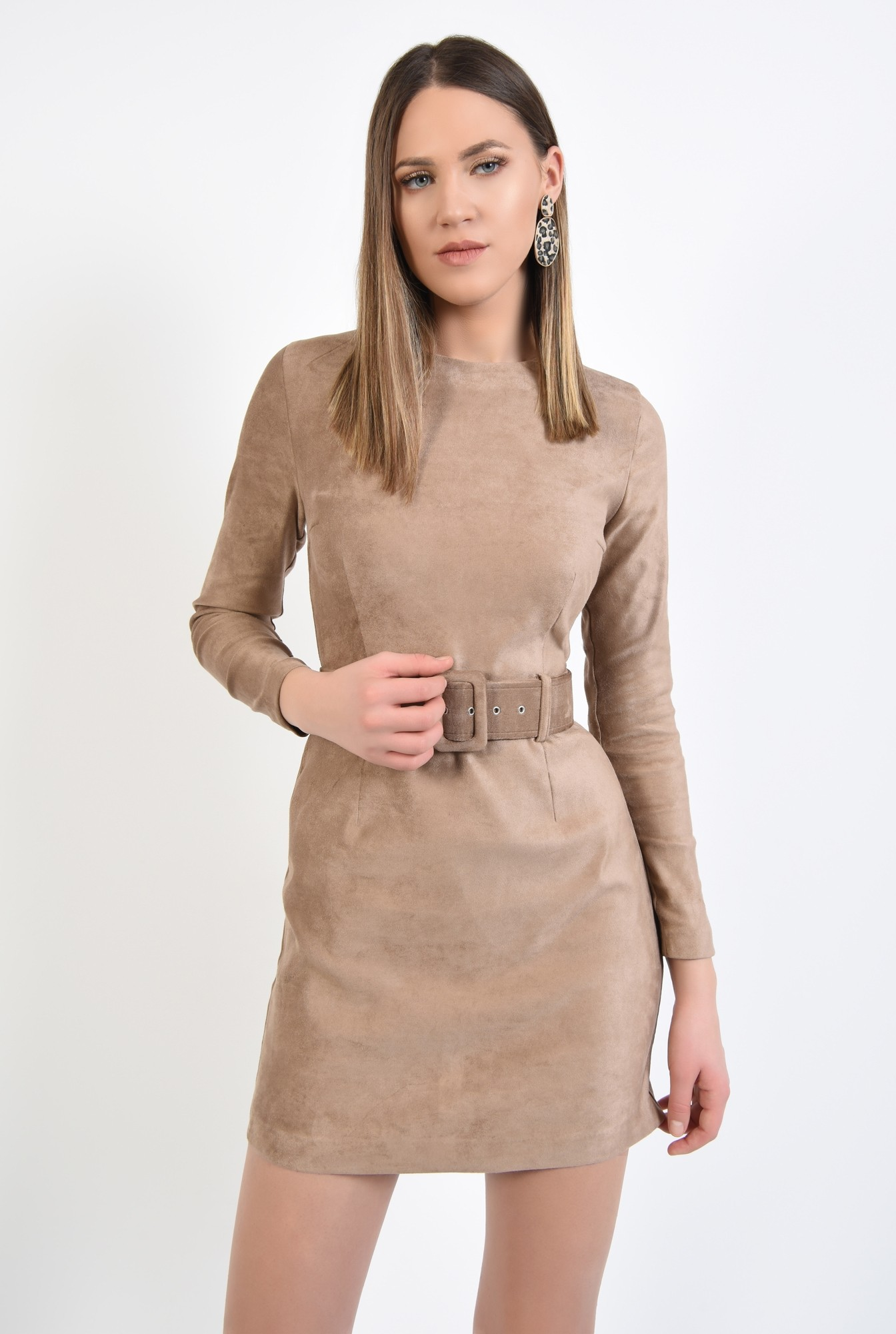 2 - rochie scurta, bej, din piele intoarsa, cu maneci mulate, cu centura