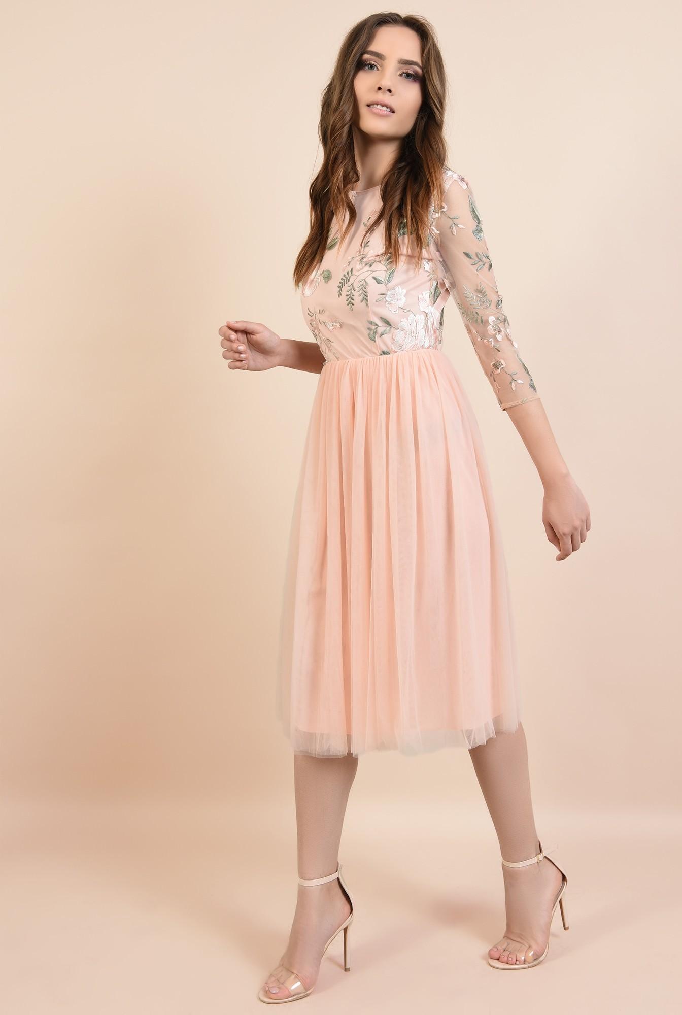 3 - rochie de seara, roz, din tul, broderie florala, croi evazat